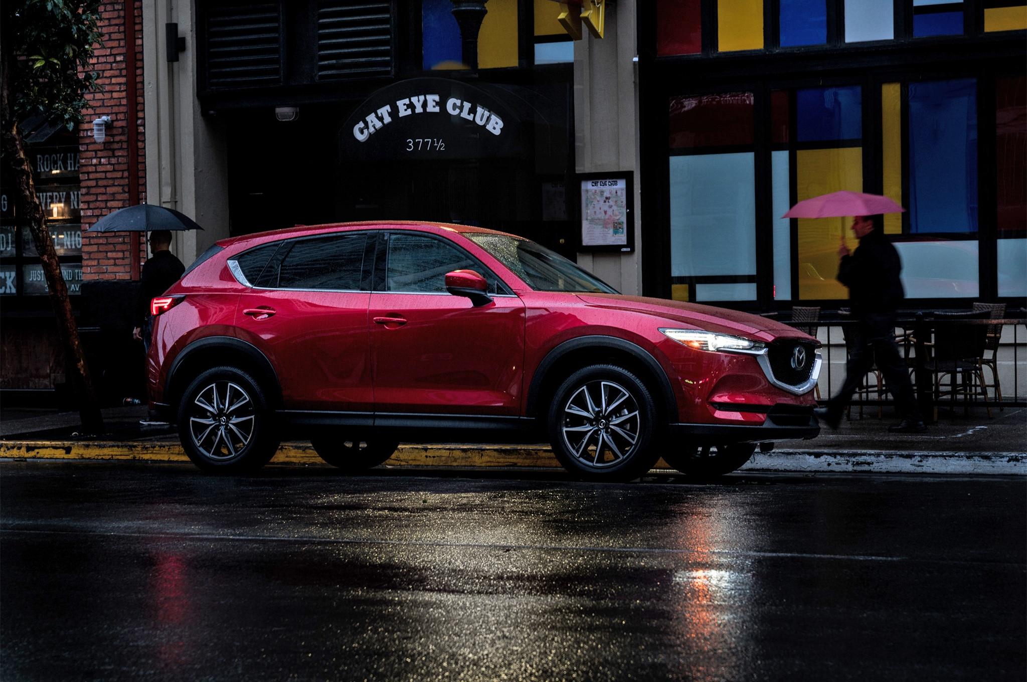 https://st.automobilemag.com/uploads/sites/11/2017/03/2017-Mazda-CX-5-front-side-03.jpg