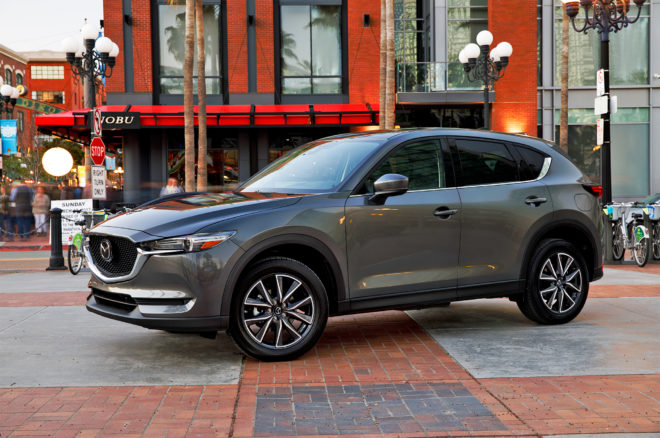 2017 Mazda CX 5 front three quarters 02
