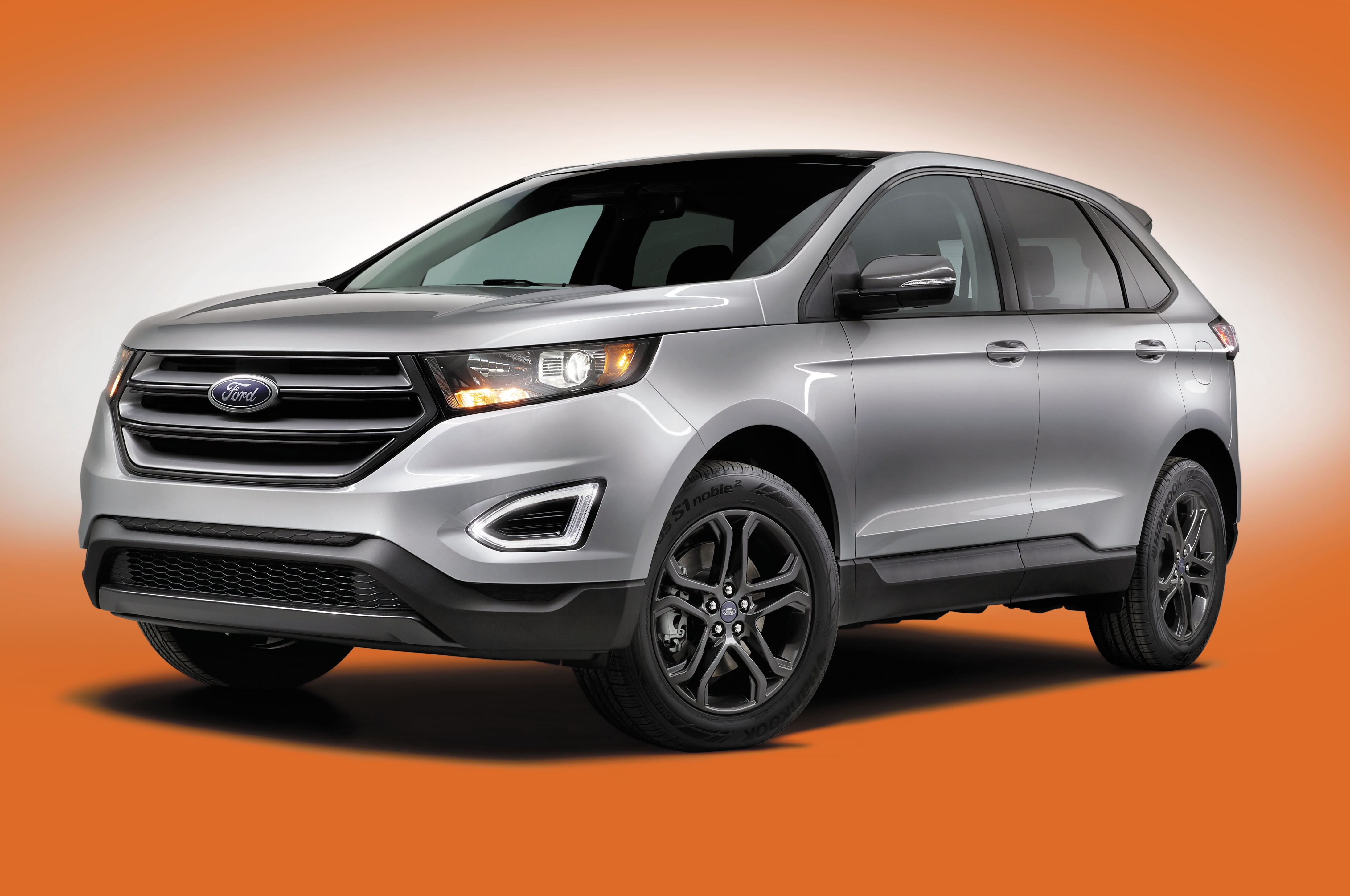 2018 Ford Edge SEL Sport Appearance Package Front Three Quarter