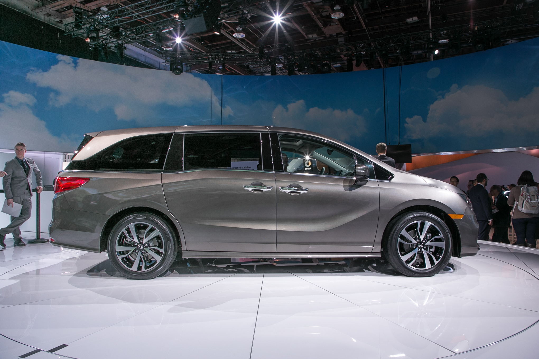 Acura Mdx 2017 >> First 2018 Honda Odyssey Minivan Rolls Off the Assembly Line | Automobile Magazine
