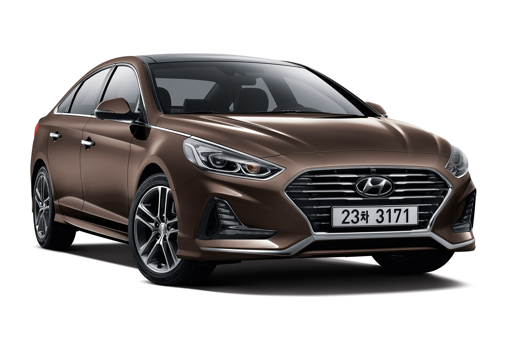 2018 Hyundai Sonata Korean spec front three quarter 02