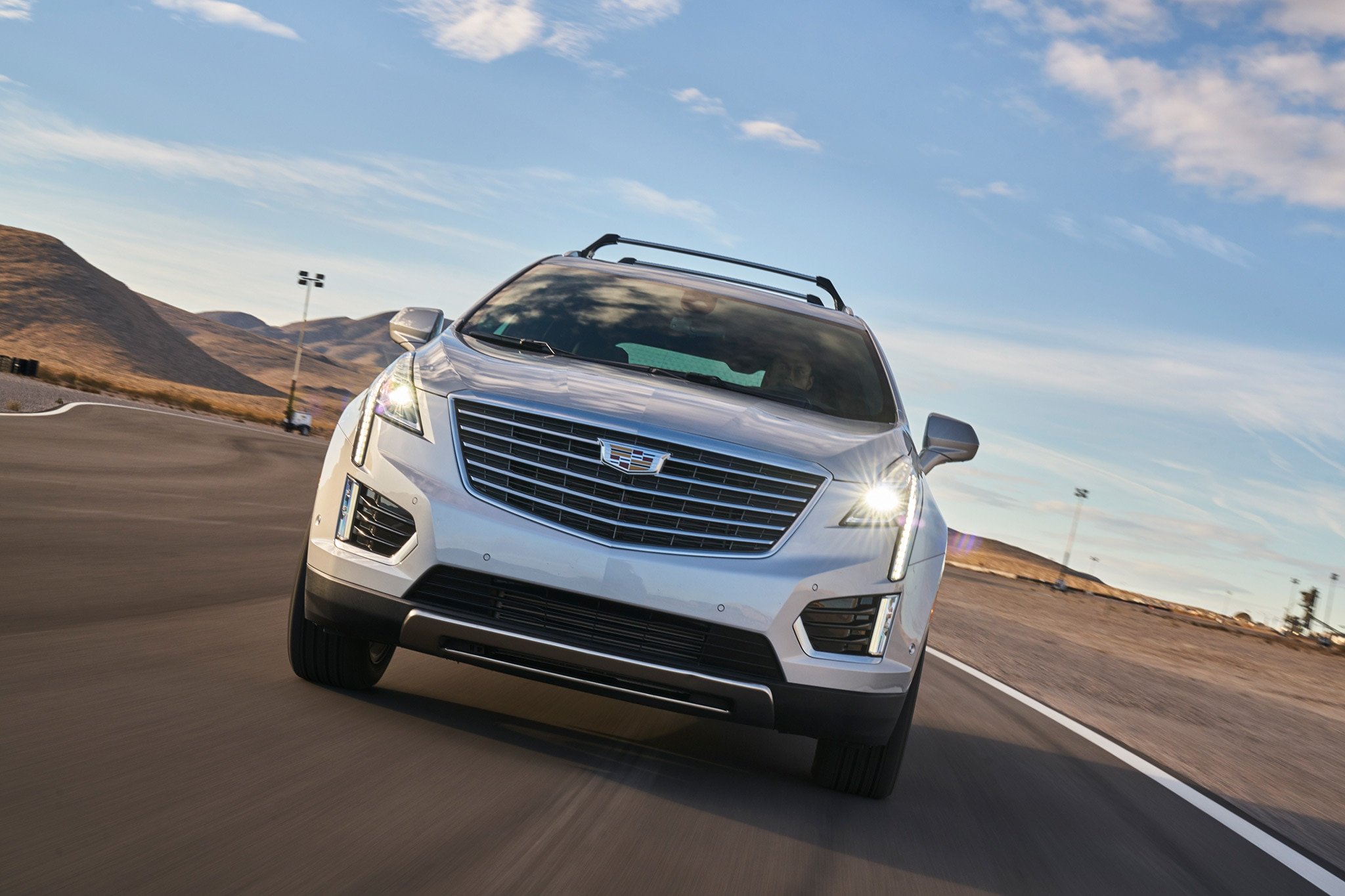 Cadillac XT5 2017 All Stars Contender Front 02