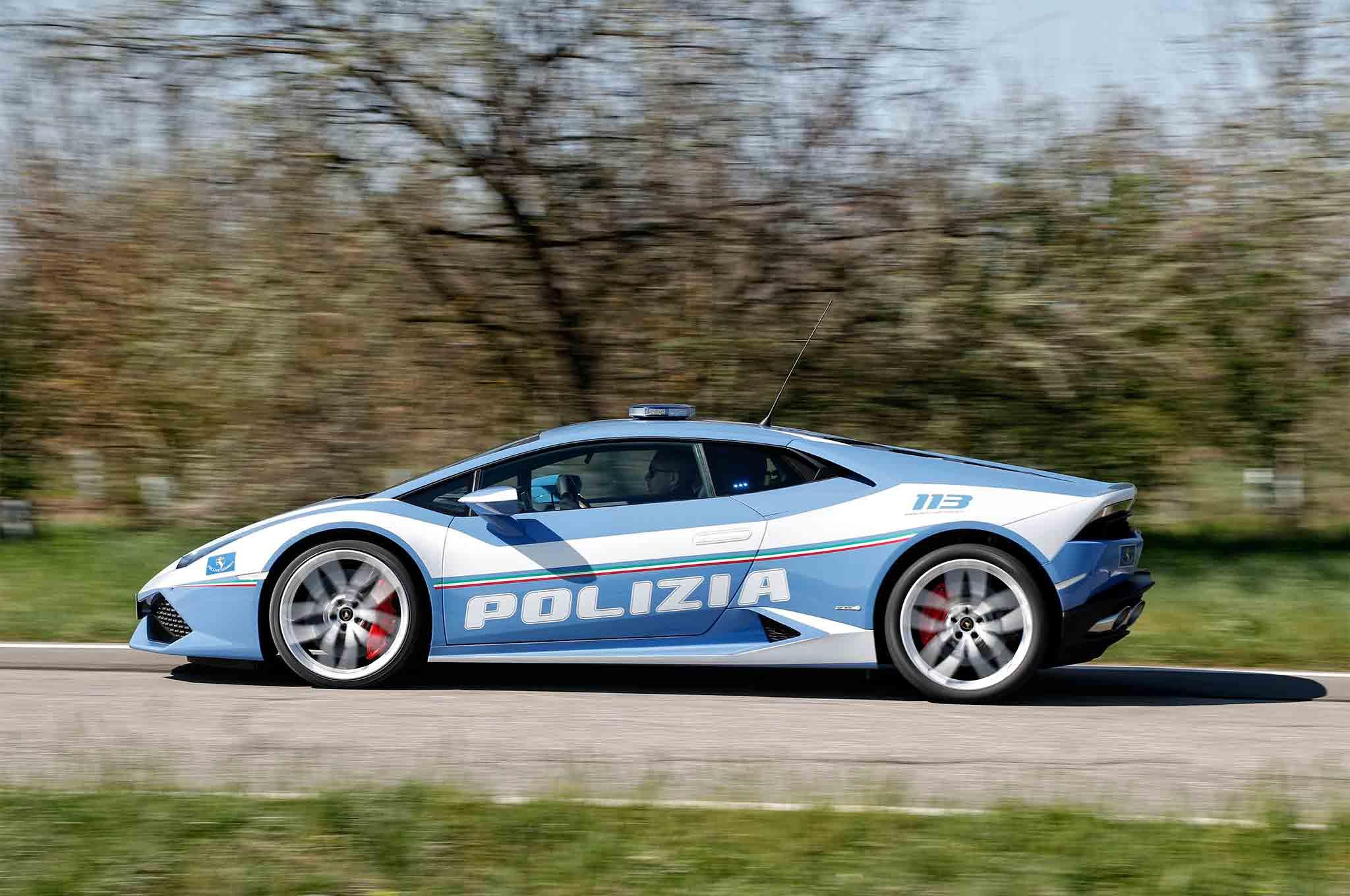 Lamborghini-Huracan-Polizia-side-profile-in-motion-1