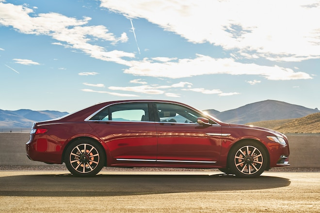 Lincoln Continental 2017 All Stars Contender Right Side
