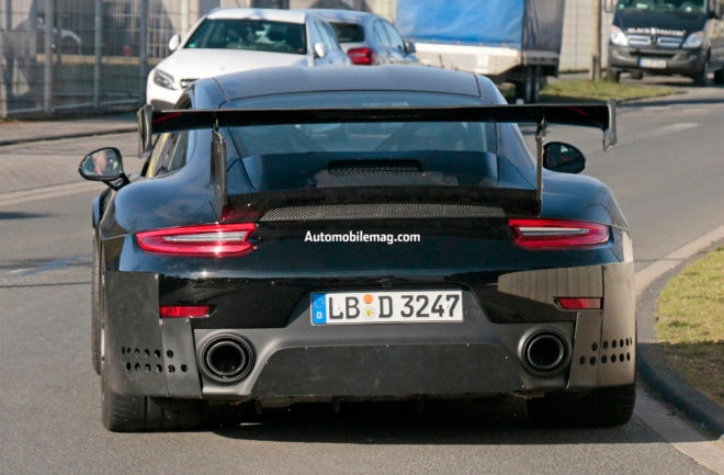 Porsche 911 GT2 RS 8