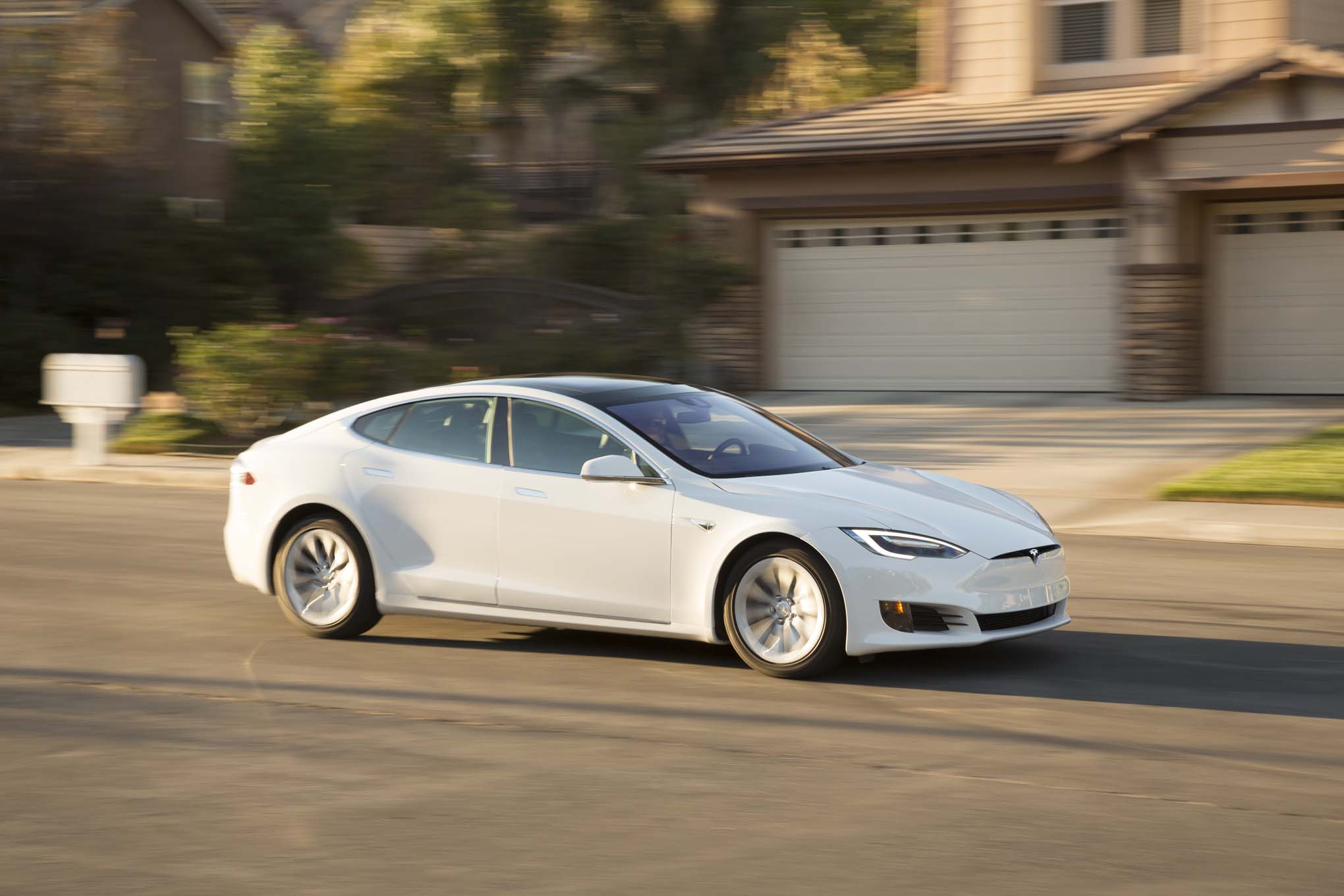 Tesla Model S 75 Drops Price By 7 500 Automobile Magazine