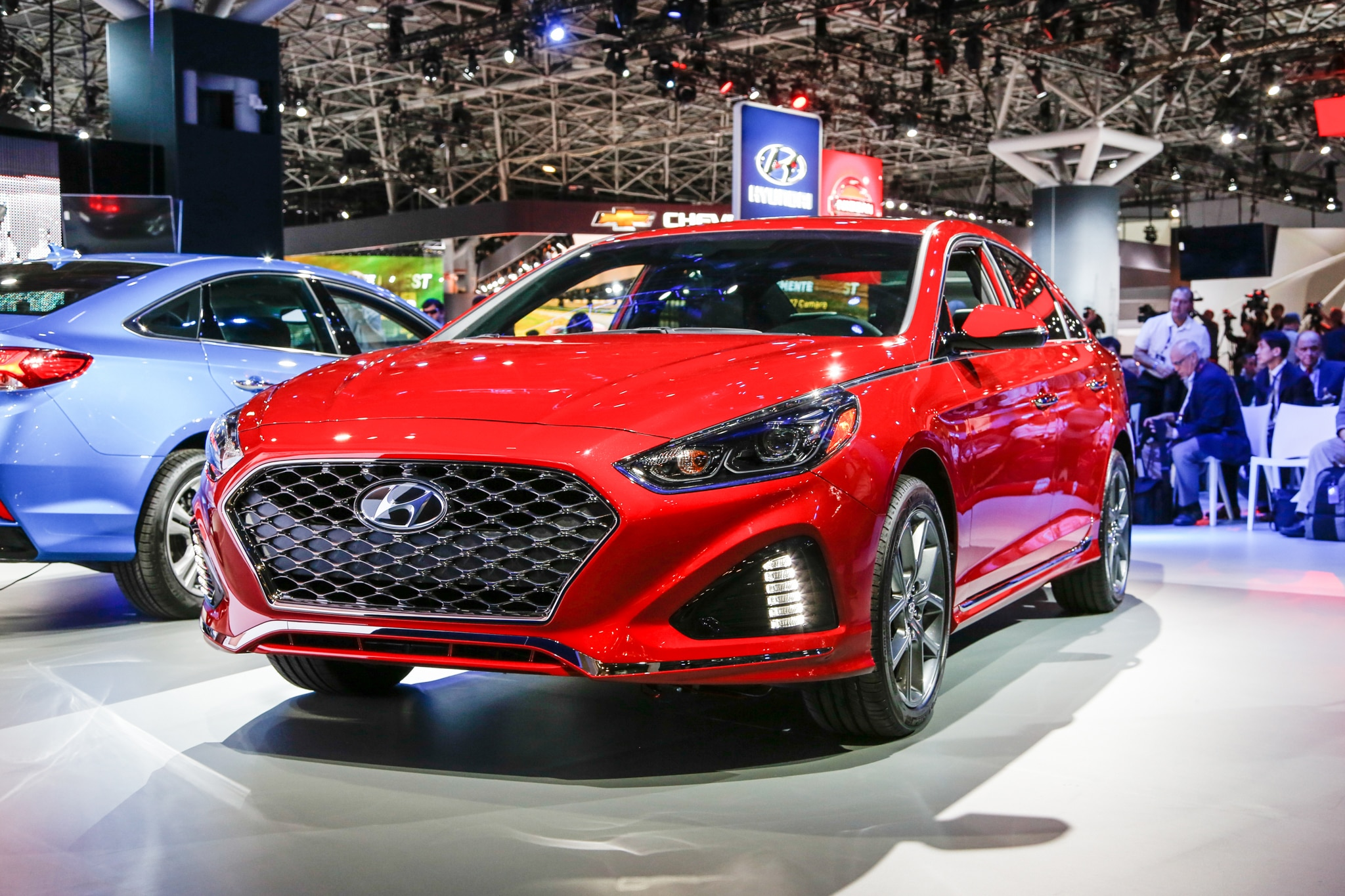 2018 Hyundai Sonata Front Three Quarter 01