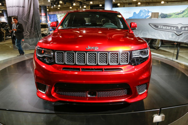 2018 Jeep Grand Cherokee Trackhawk front view 02