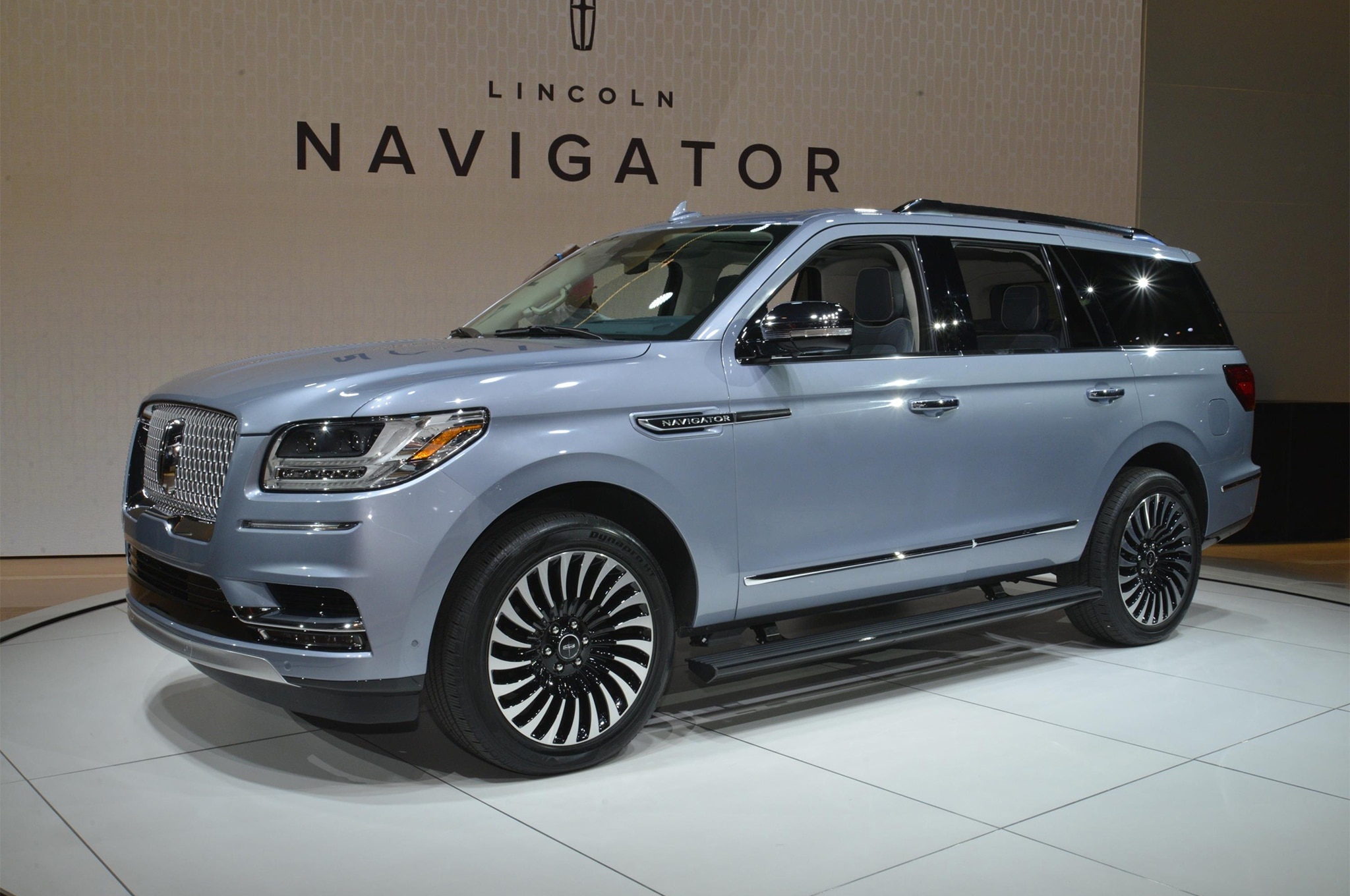 2018 lincoln navigator black label is a huge three row leap in the right direction automobile. Black Bedroom Furniture Sets. Home Design Ideas
