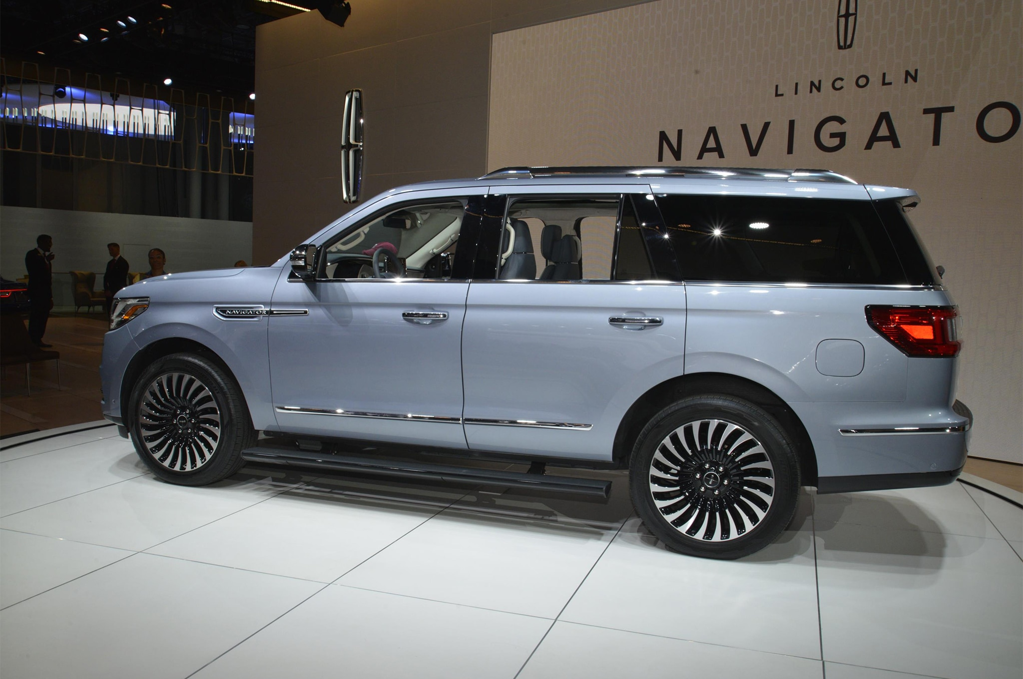 2018 Navigator Black Label >> 2018 Lincoln Navigator Black Label is a Huge, Three-Row Leap in the Right Direction | Automobile ...