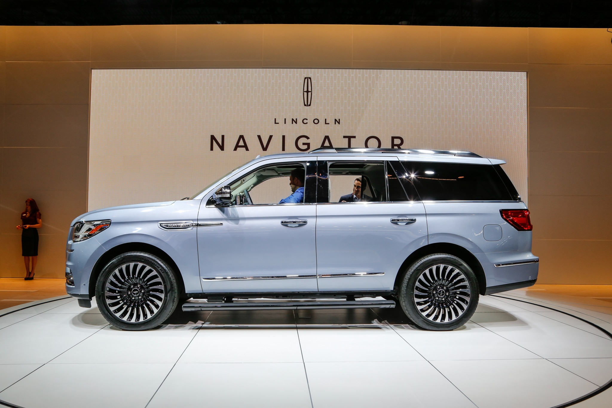 Lincoln Continental 2018 >> 2018 Lincoln Navigator Black Label is a Huge, Three-Row Leap in the Right Direction | Automobile ...