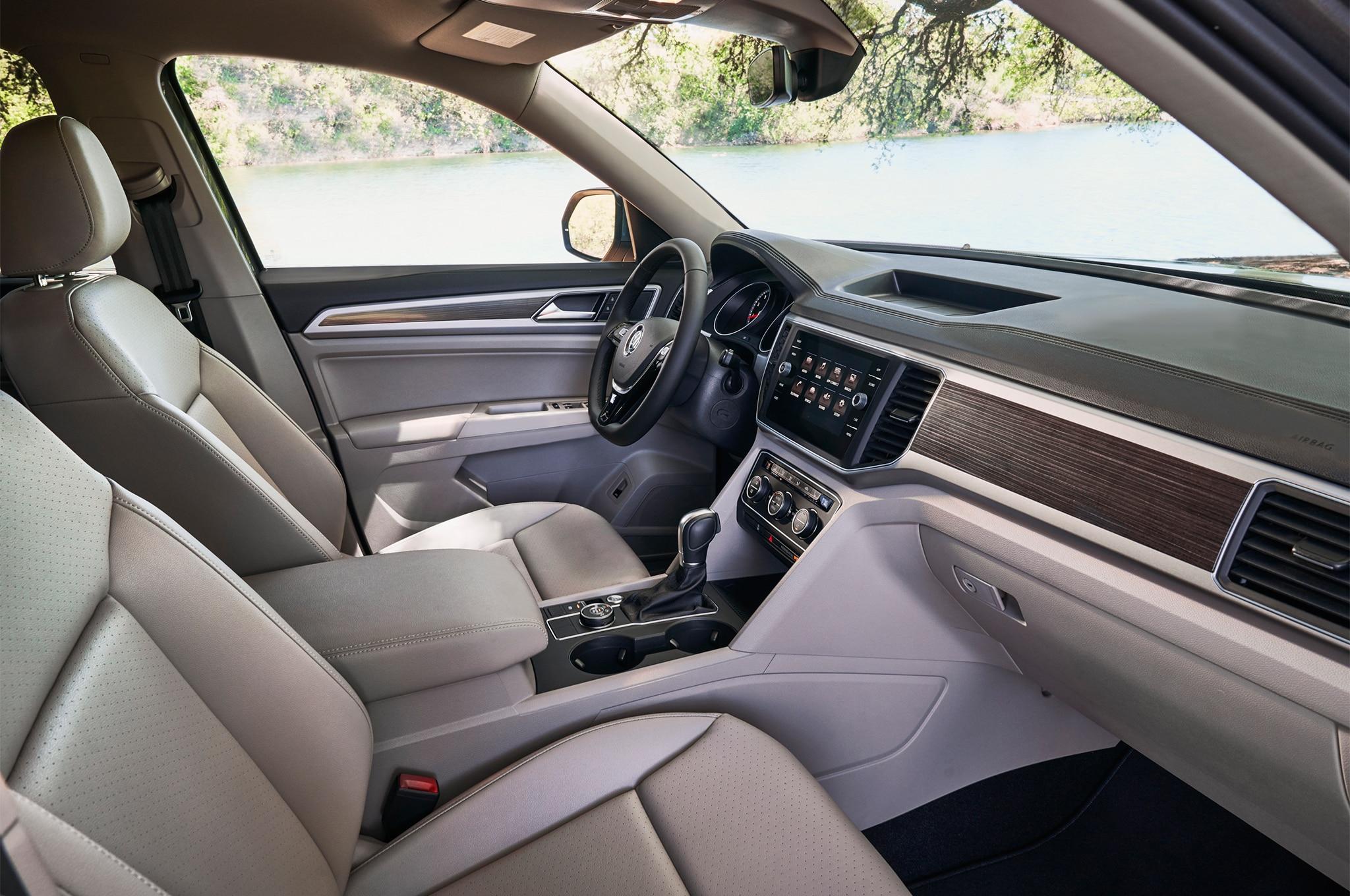 2018 Volkswagen Atlas cabin 01