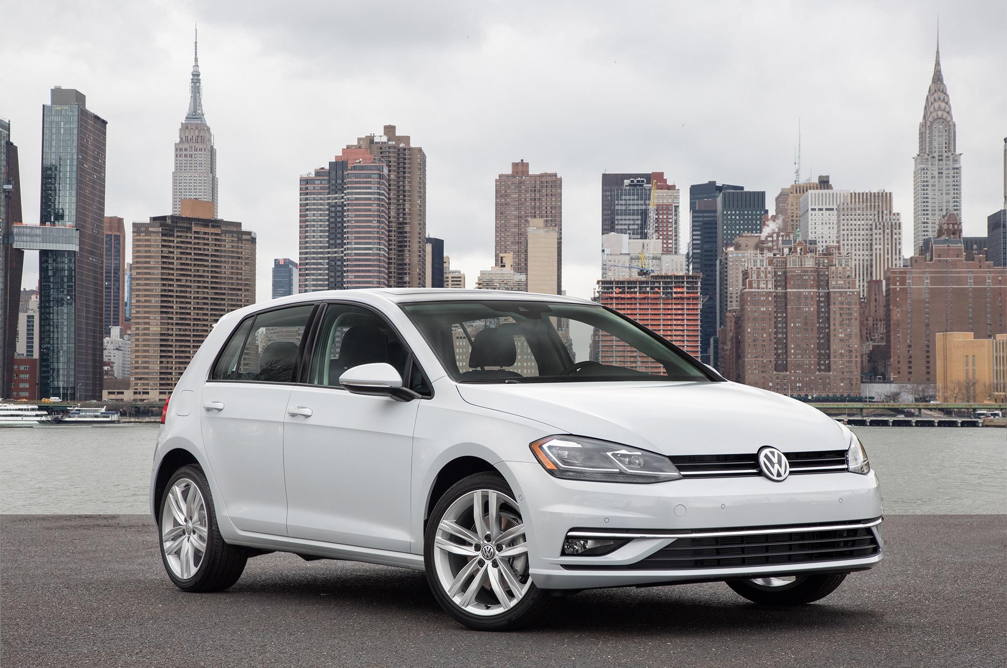 2018-Volkswagen-Golf-front-three-quarter-1