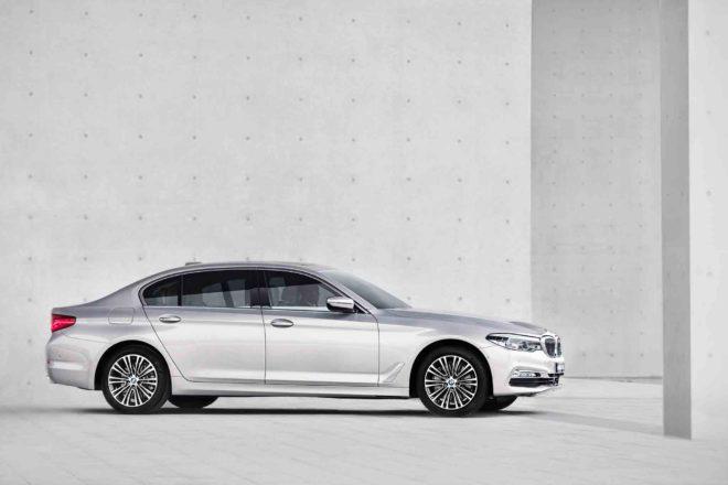 Chinese market BMW 5 Series long wheelbase side profile 01