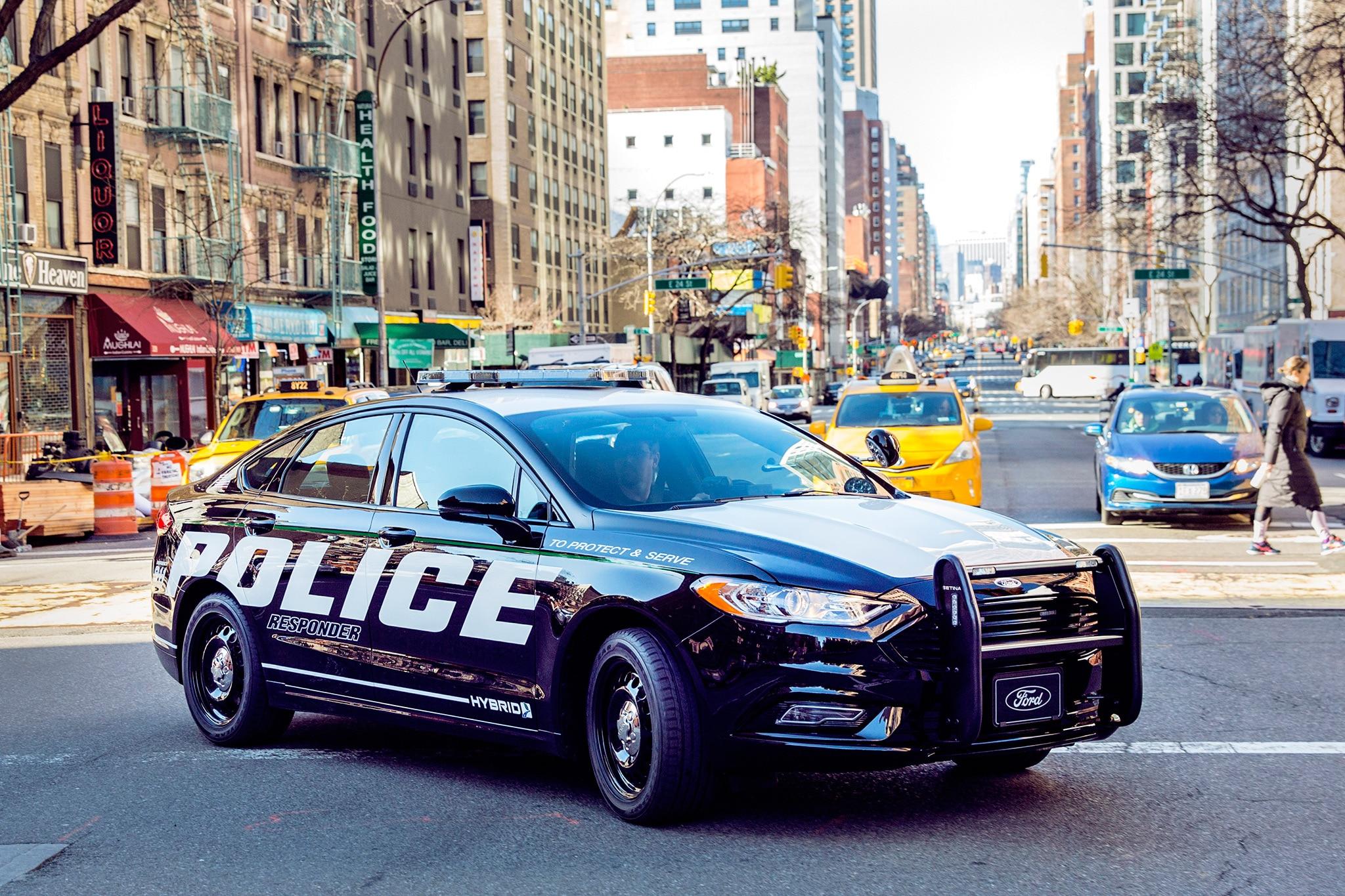 Ford Police Responder Hybrid Front Three Quarter 01