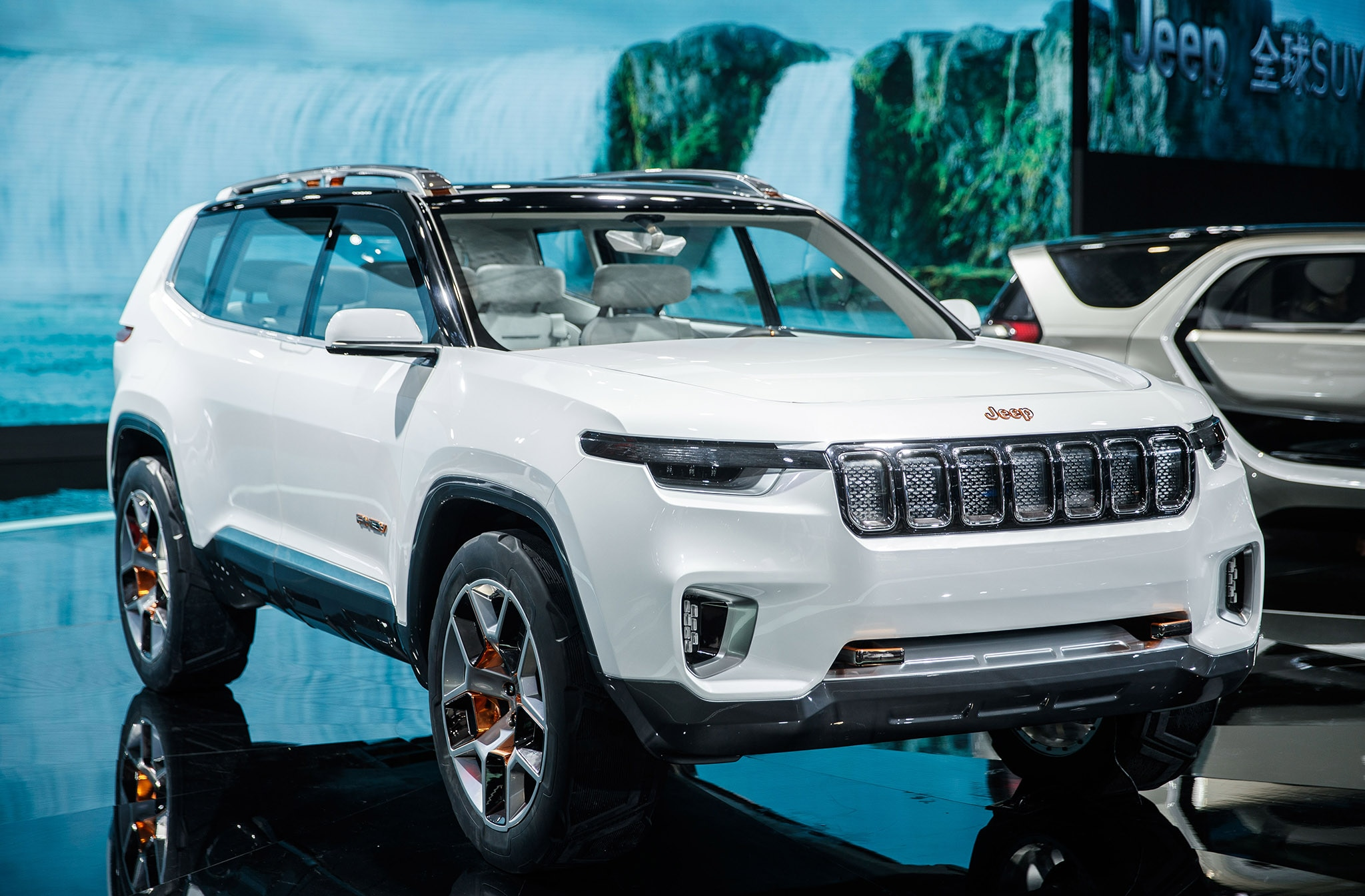 Jeep Grand Wagoneer 2018 >> The Jeep Yuntu Concept is a Luxury PHEV SUV for Modern ...