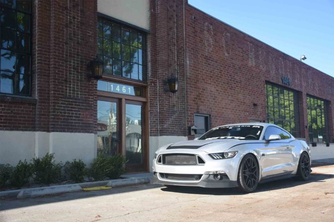 2017 Ford Mustang RTR front three quarter 02