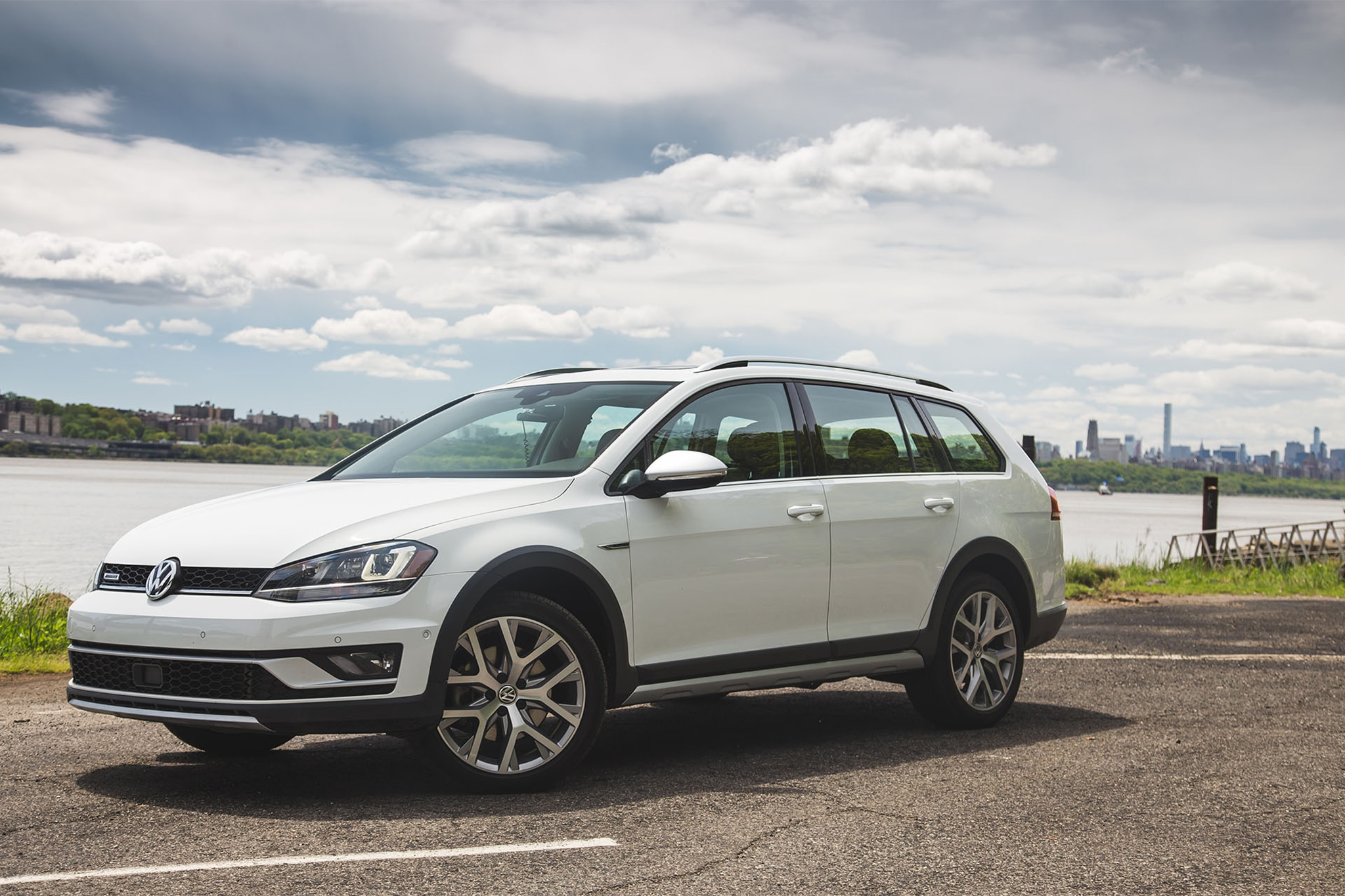 2017 volkswagen golf alltrack one week review | automobile magazine