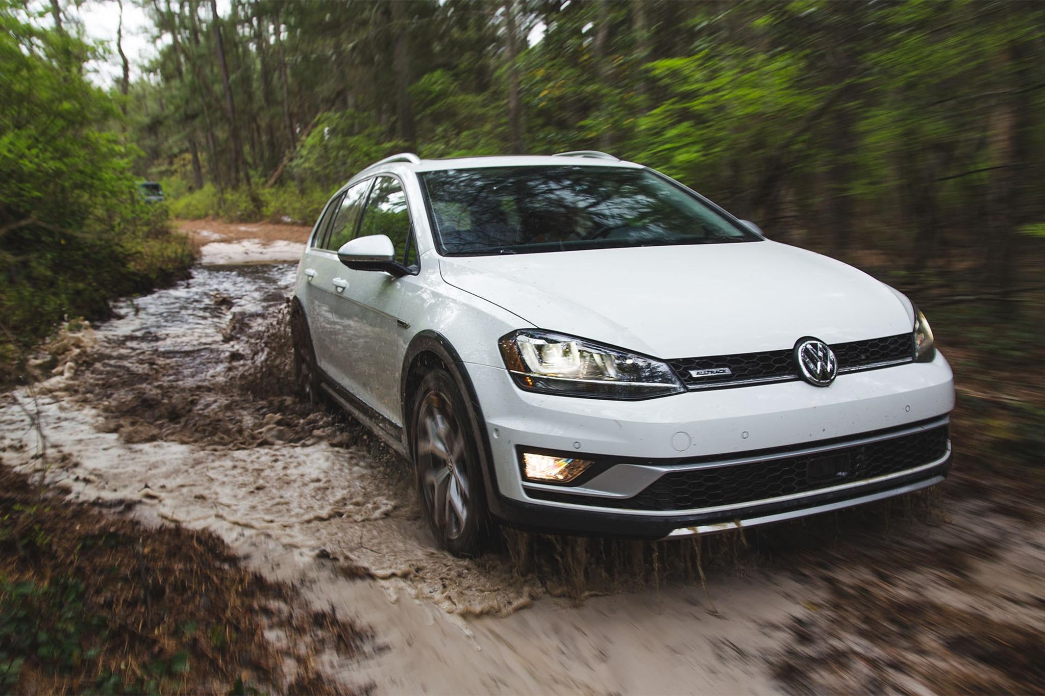 2017 Volkswagen Golf Alltrack Front Three Quarter In Motion 01