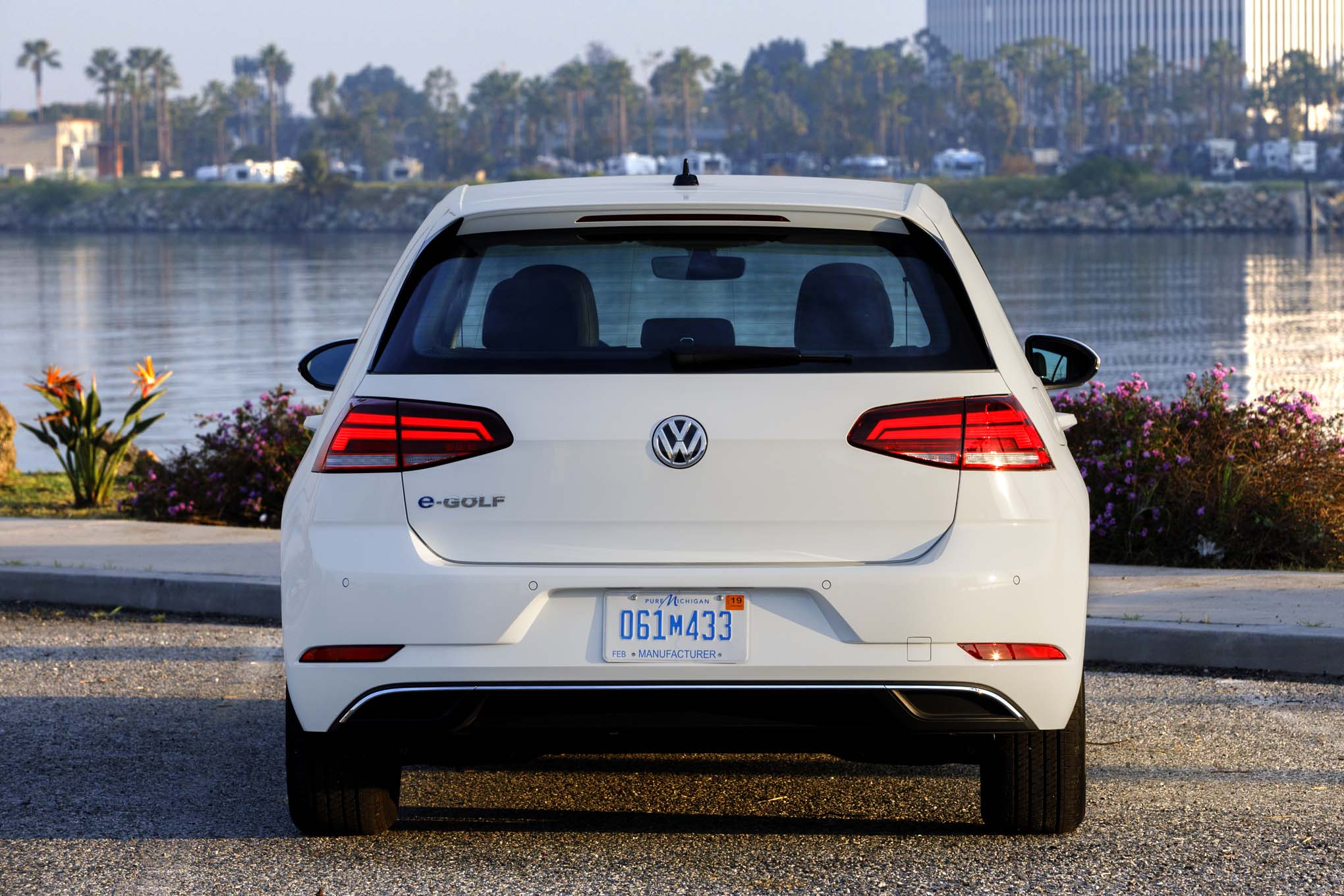 2017 Volkswagen e-Golf First Drive Review | Automobile Magazine