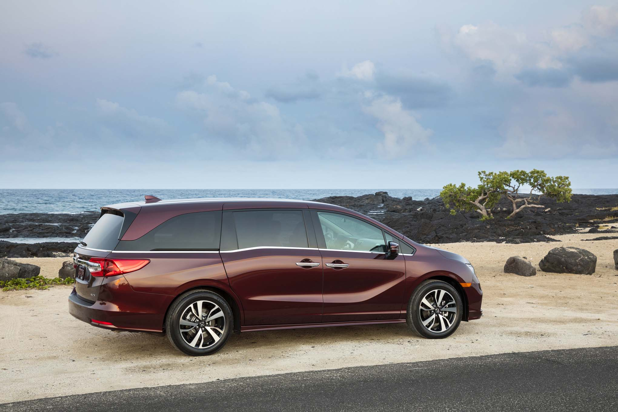 2018 Honda Odyssey Rear Three Quarter 05