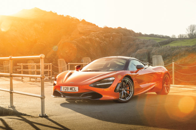 2018 McLaren 720S front three quarter 03 2