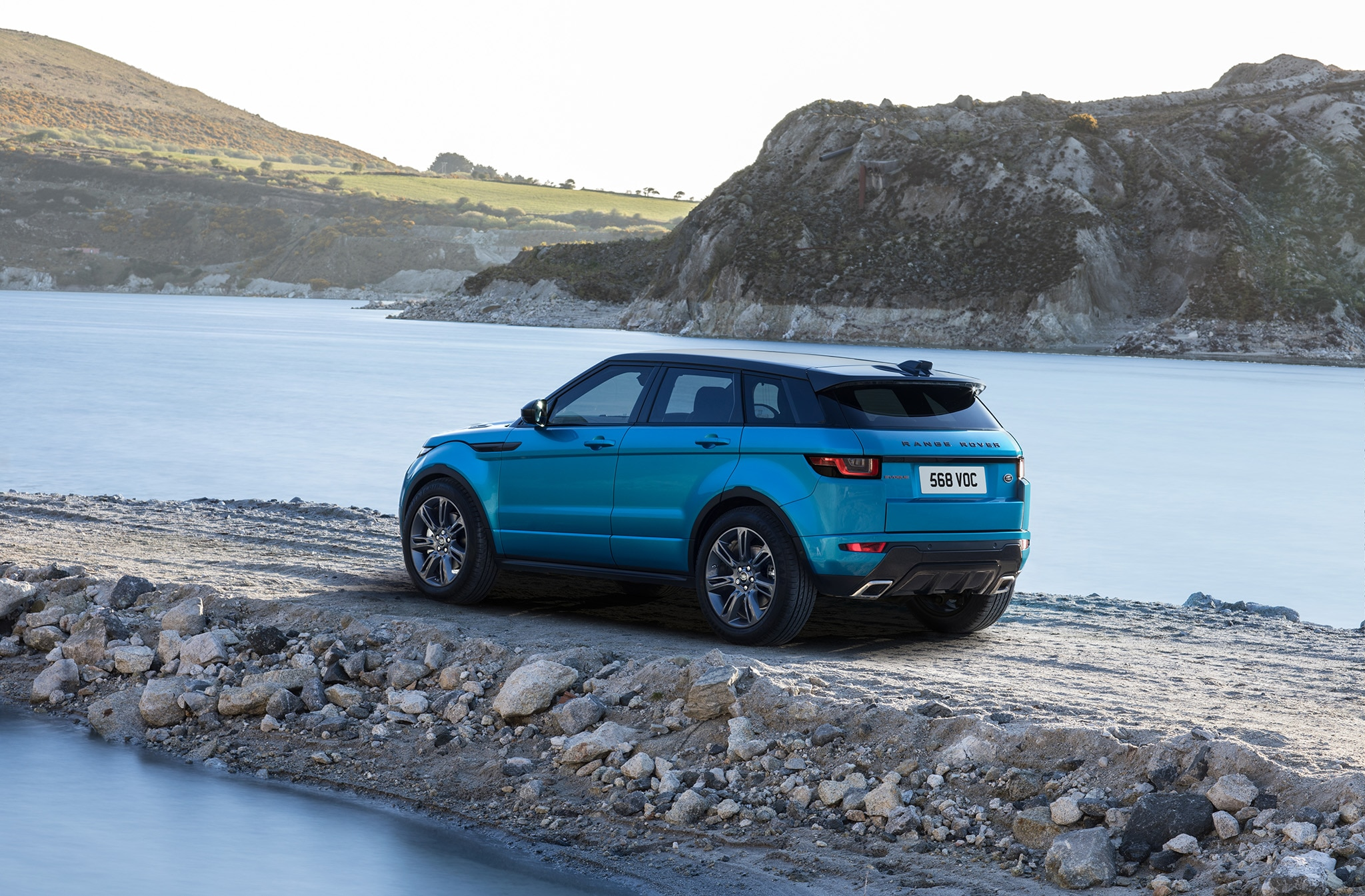2018 range rover evoque adds more horses under the hood. Black Bedroom Furniture Sets. Home Design Ideas