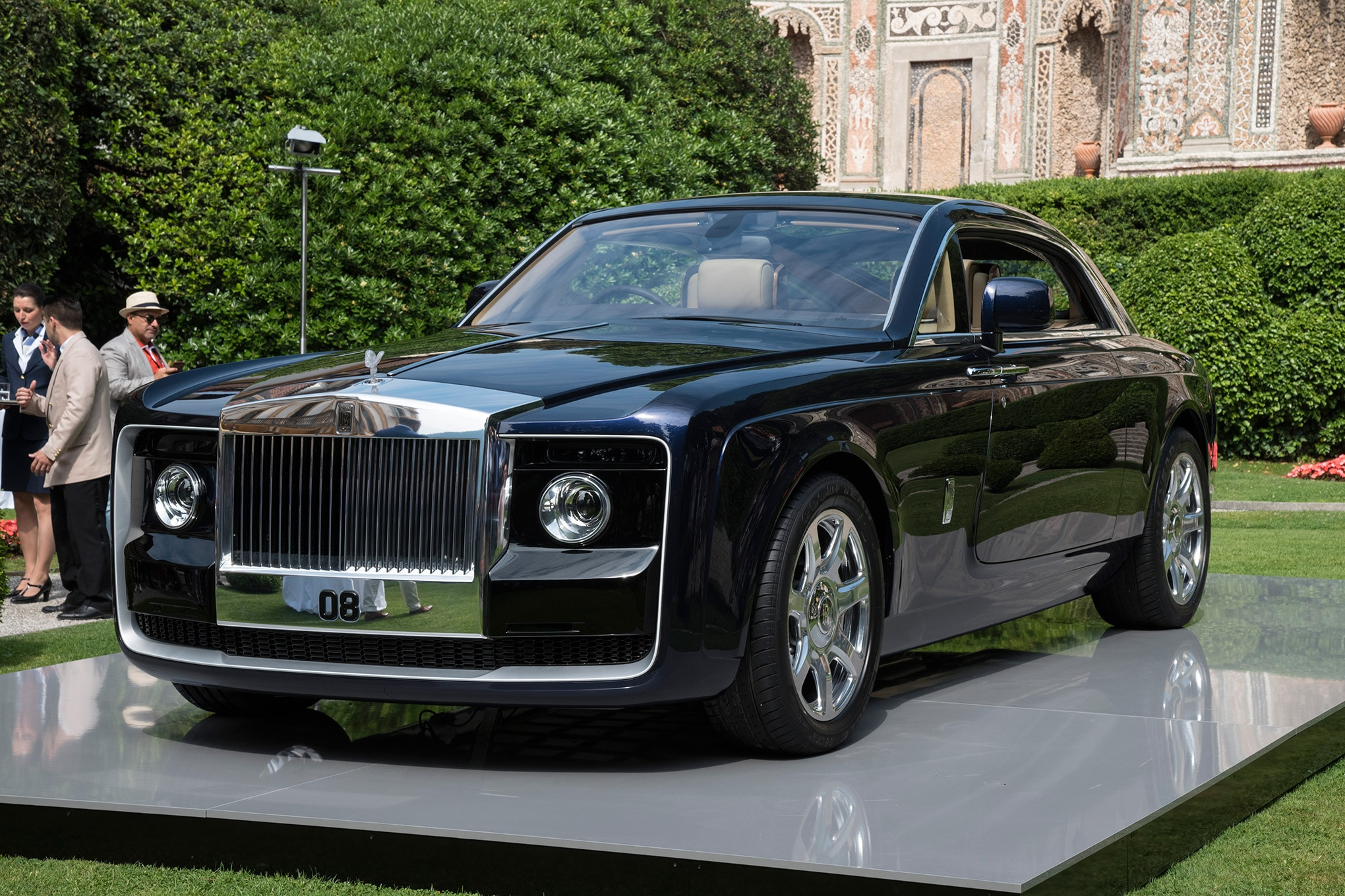 Rolls-Royce Sweptail Brings Ultra-Luxe Coach-Building Into