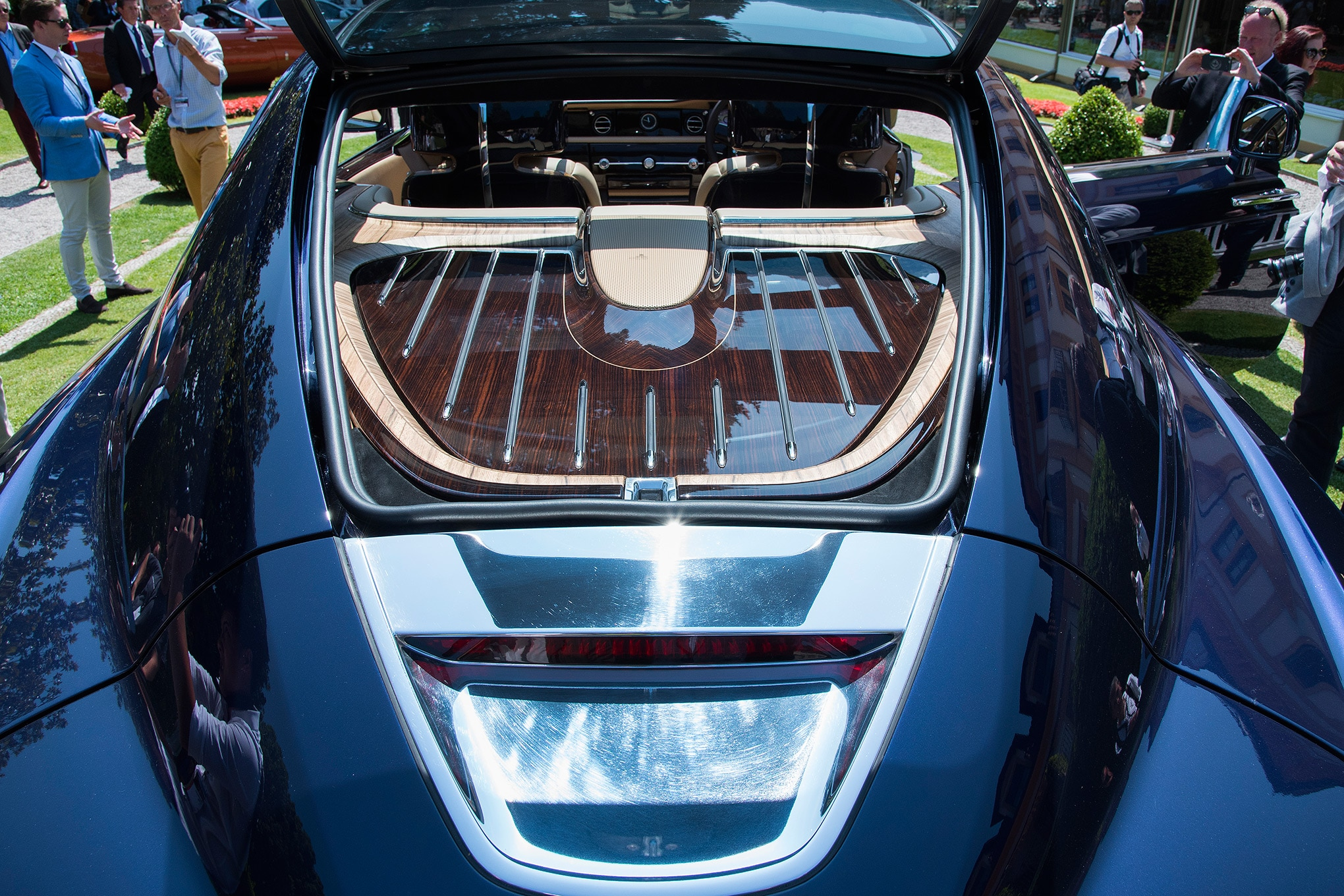 rolls-royce sweptail brings ultra-luxe coach-building into the 21st