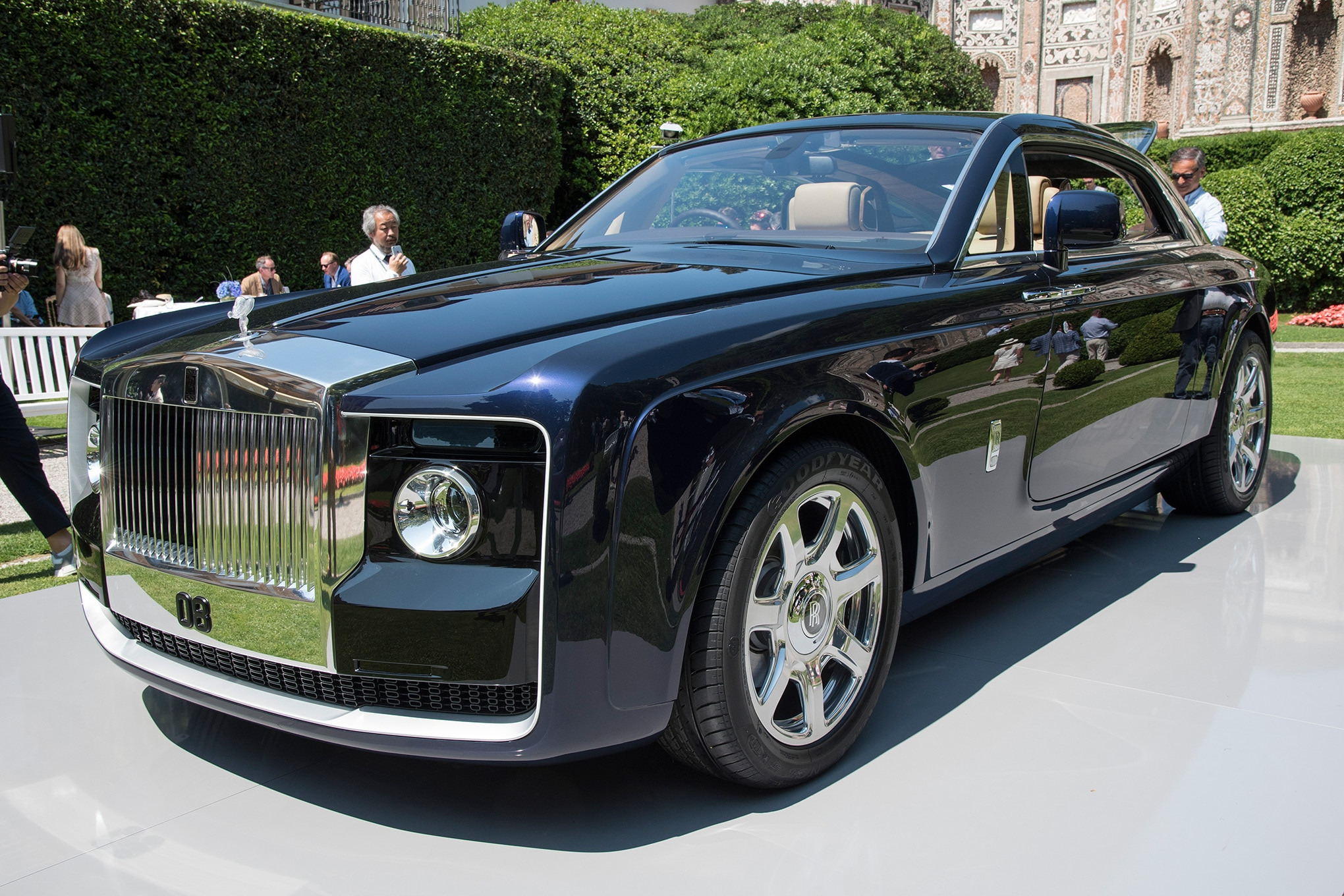 Rolls Royce Sweptail Brings Ultra Luxe Coach Building Into