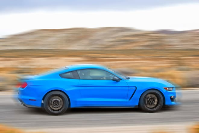 2017 Ford Shelby GT350 Mustang Side Profile In Motion