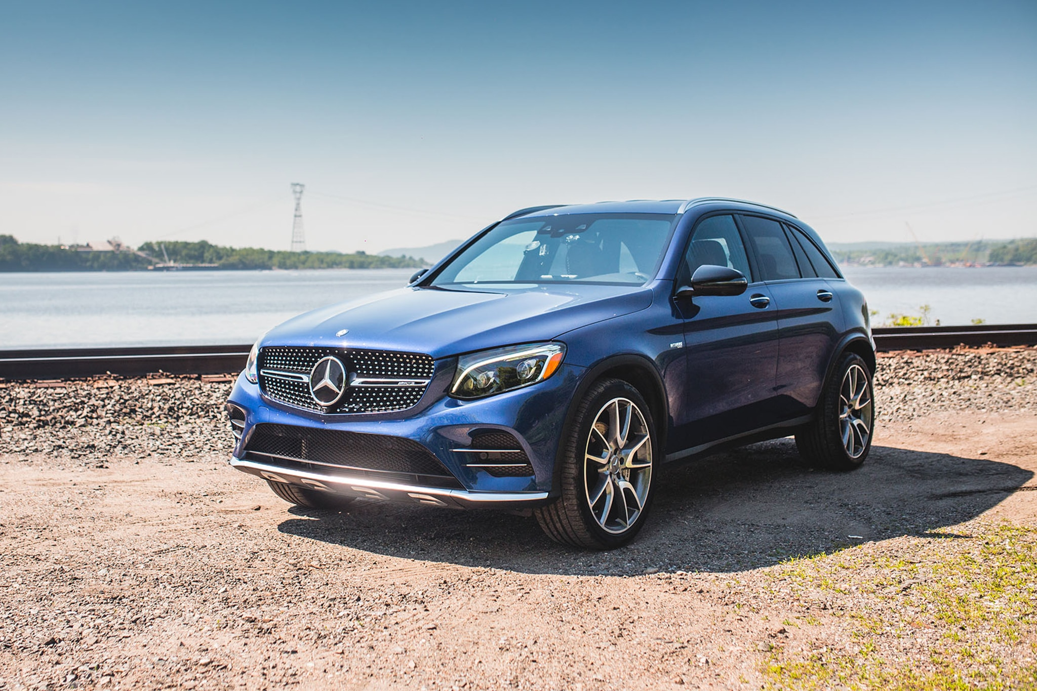 2017 Mercedes AMG GLC43 Front Three Quarter 01