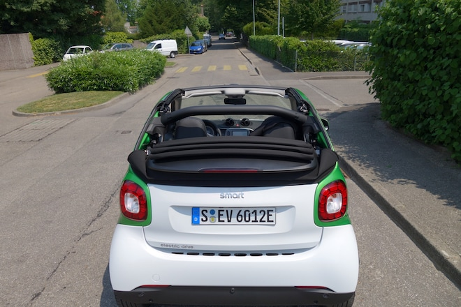 For The Smart Battery Consists Of 96 Pouch Cells That Are Located Under Floor Seats Between Front And Rear Axle Which Benefits Ev S Center