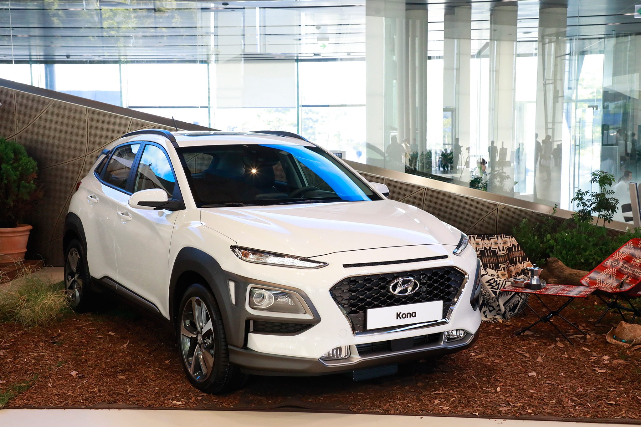 Hr V 2018 >> 2018 Hyundai Kona Debuts Fresh Face, New Small SUV Platform | Automobile Magazine