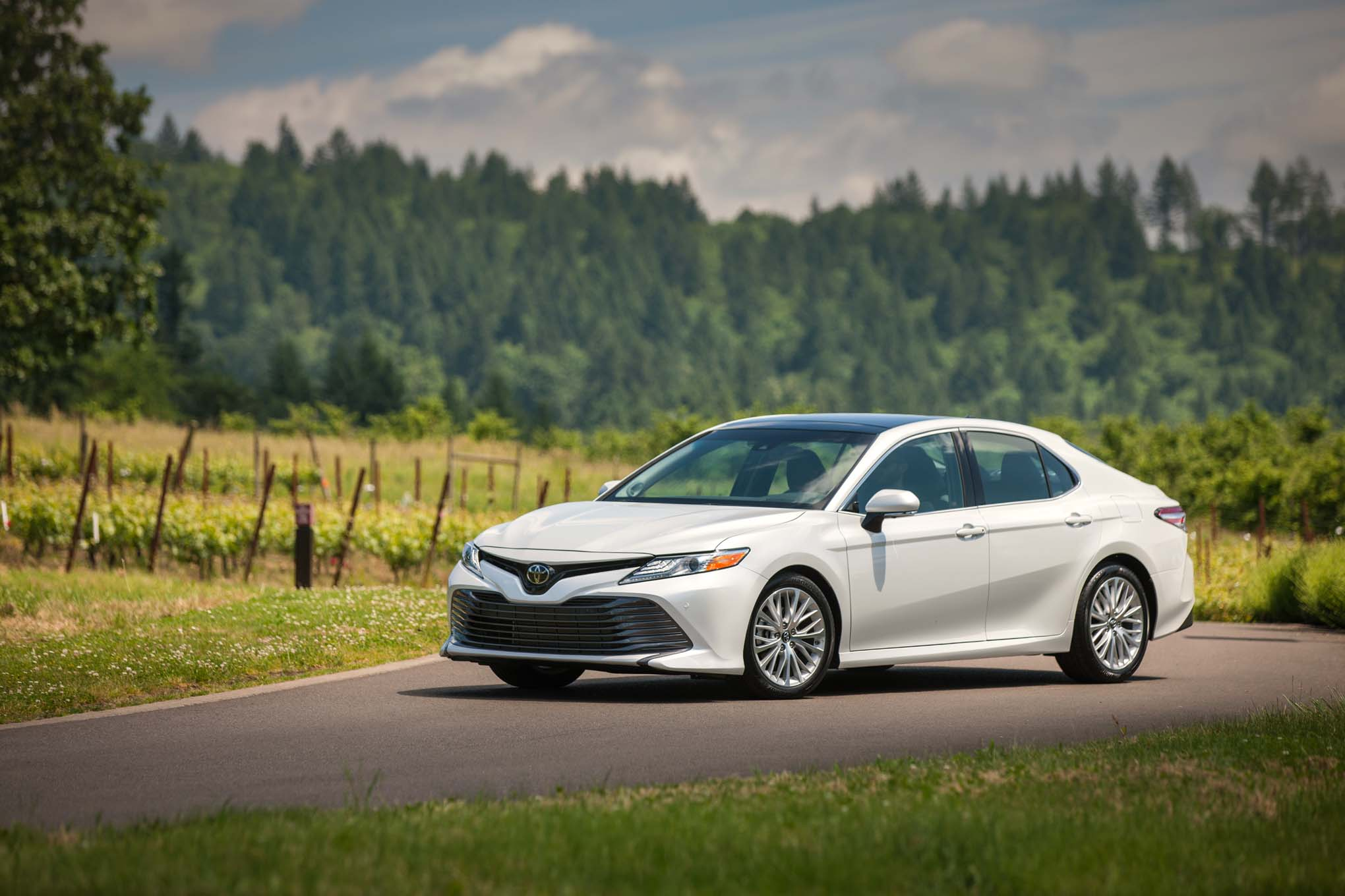 2018 Toyota Camry XLE Front Three Quarters