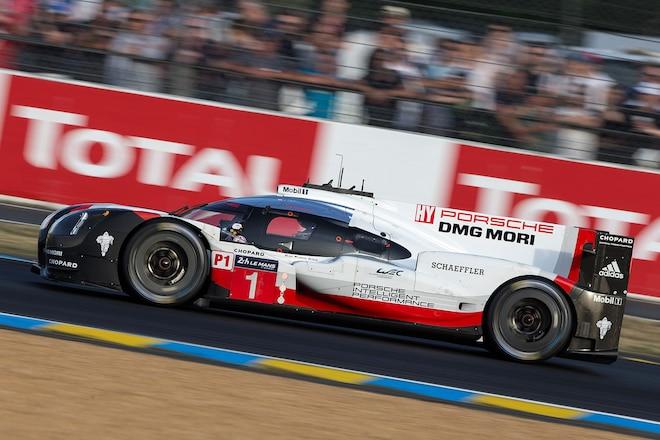 Porsche1 Action2