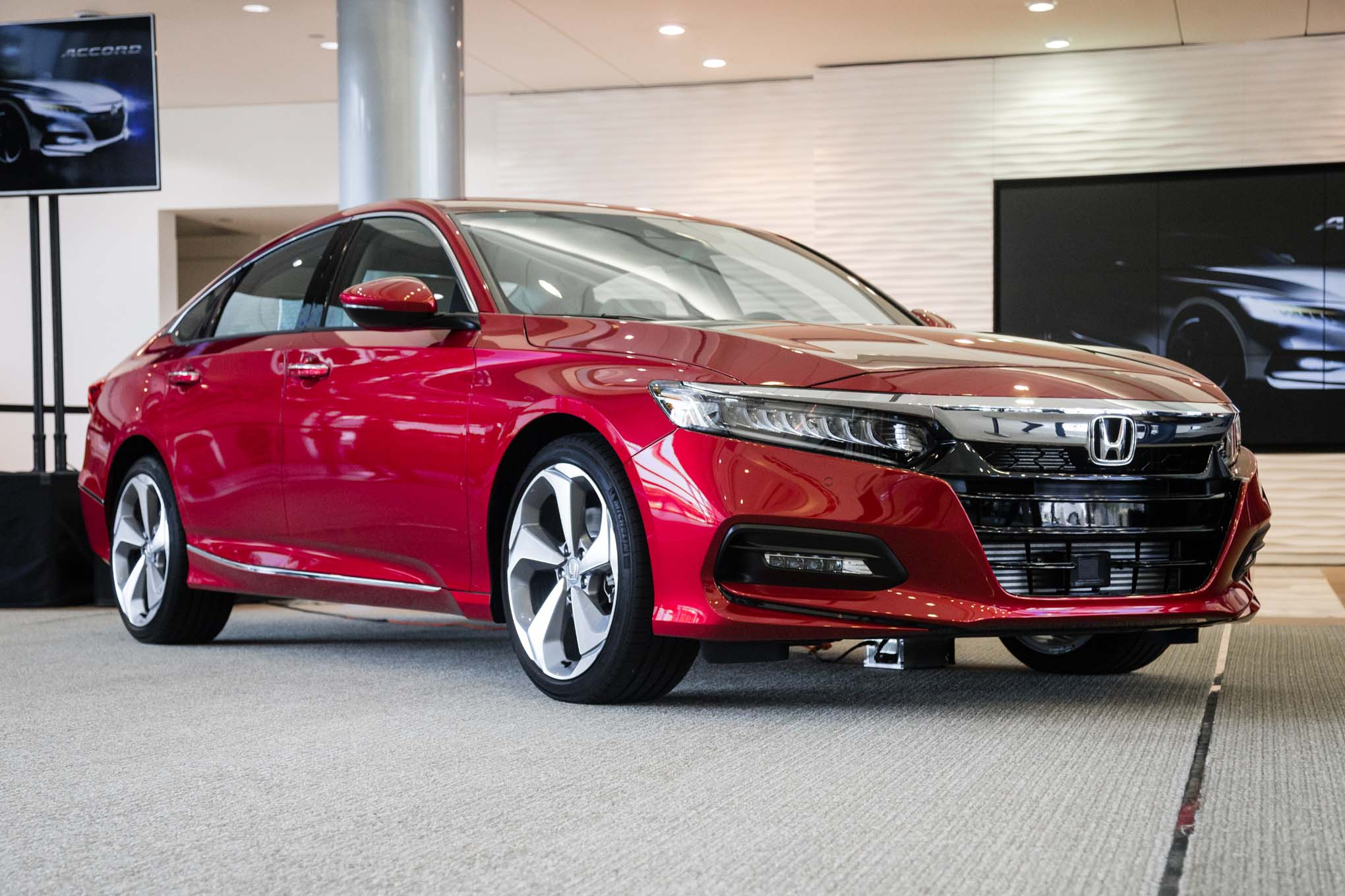 The 2018 Honda Accord Wants You To Forget All About