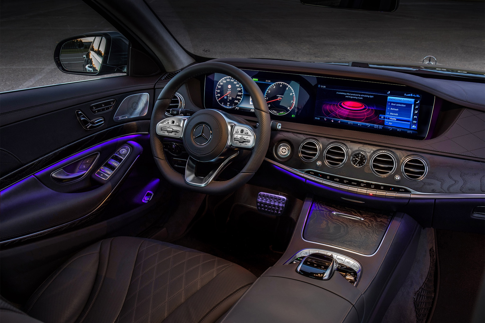 https://st.automobilemag.com/uploads/sites/11/2017/07/2018-Mercedes-Benz-S560-cabin-02.jpg