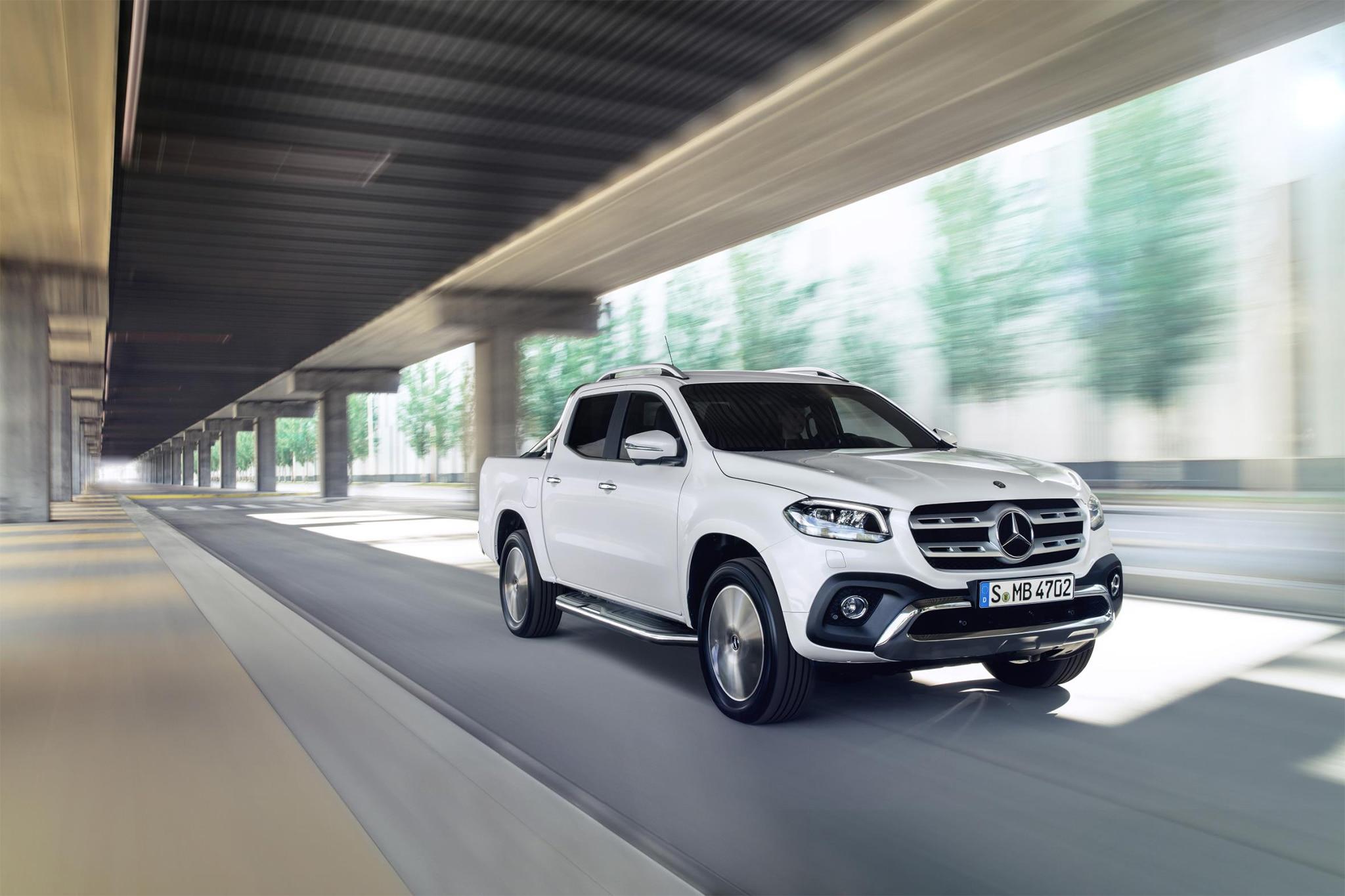 https://st.automobilemag.com/uploads/sites/11/2017/07/2018-Mercedes-Benz-X-Class-front-three-quarter-in-motion-03.jpg