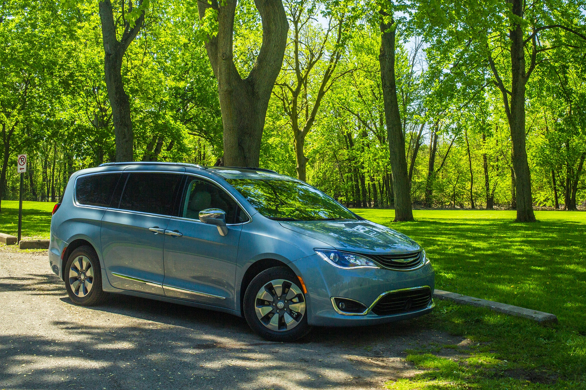 Waymo Orders Up to 62,000 Chrysler Pacificas for Autonomous