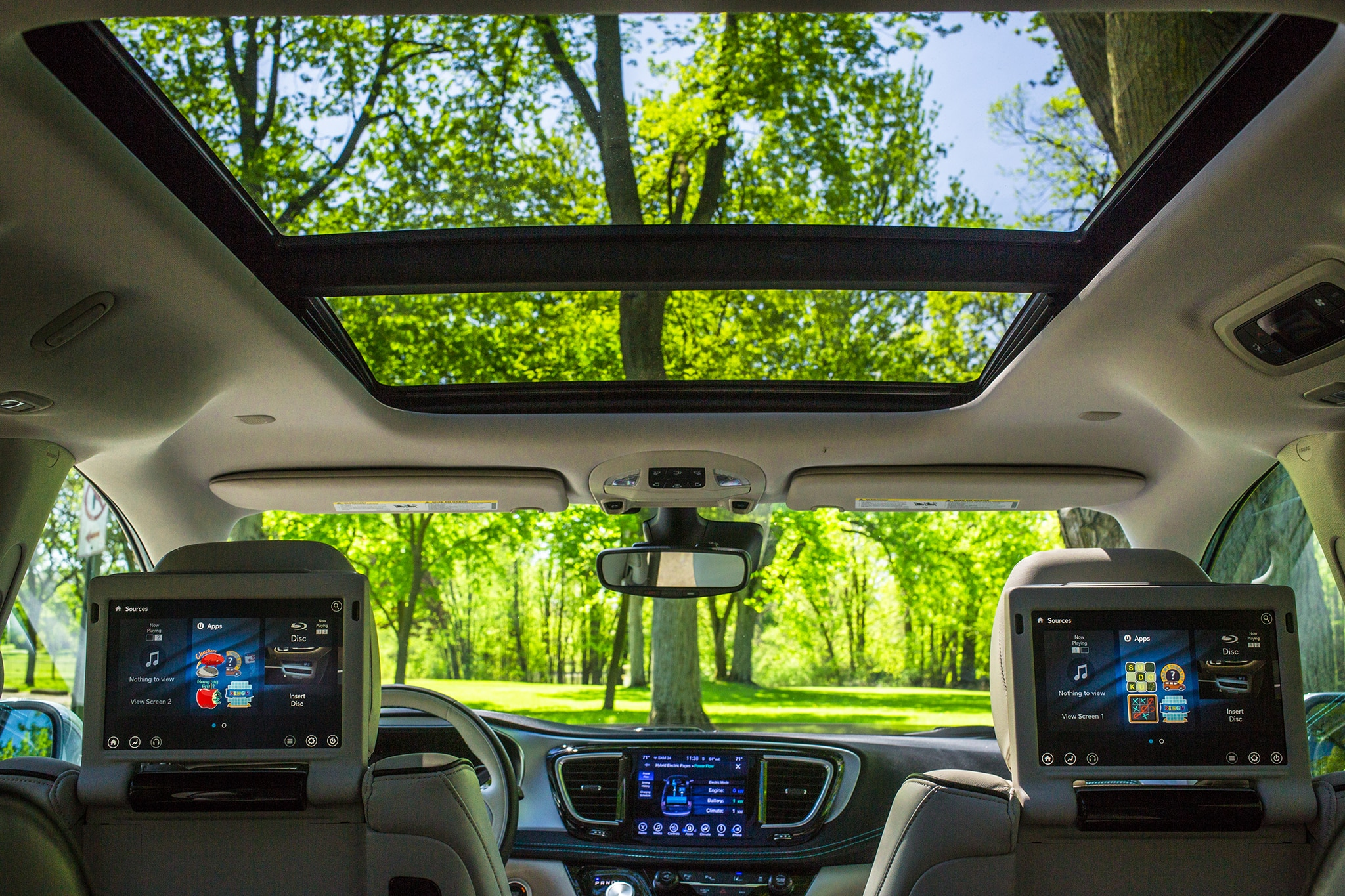 2017 chrysler pacifica hybrid platinum quick take review automobile magazine for Chrysler pacifica 2017 interior