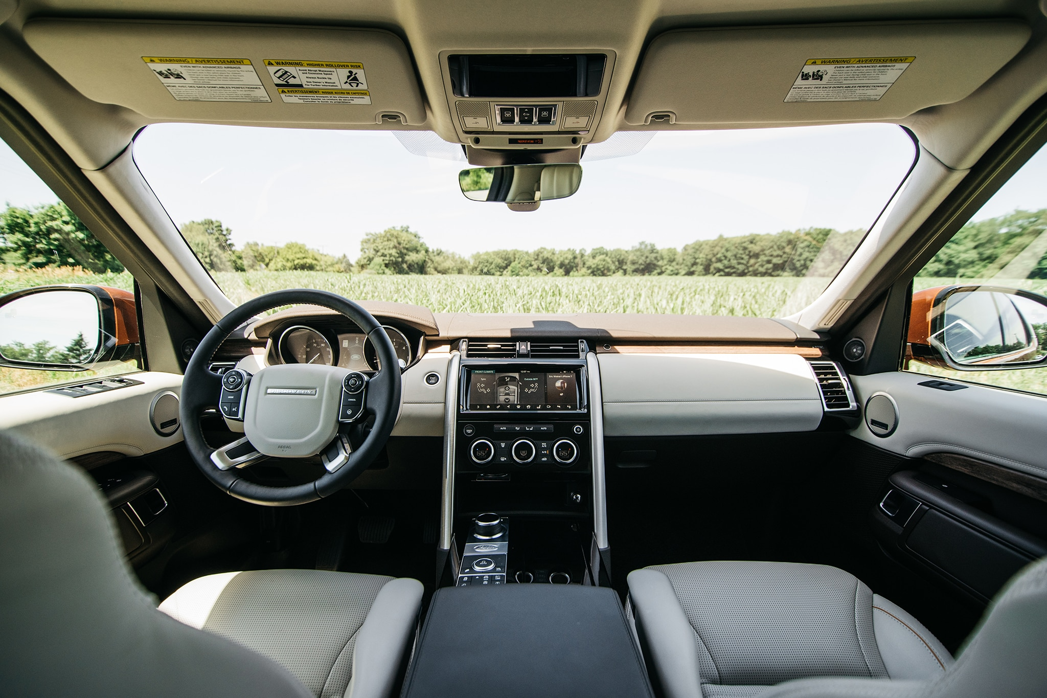 2017 Land Rover Discovery Td6 HSE Cabin 01