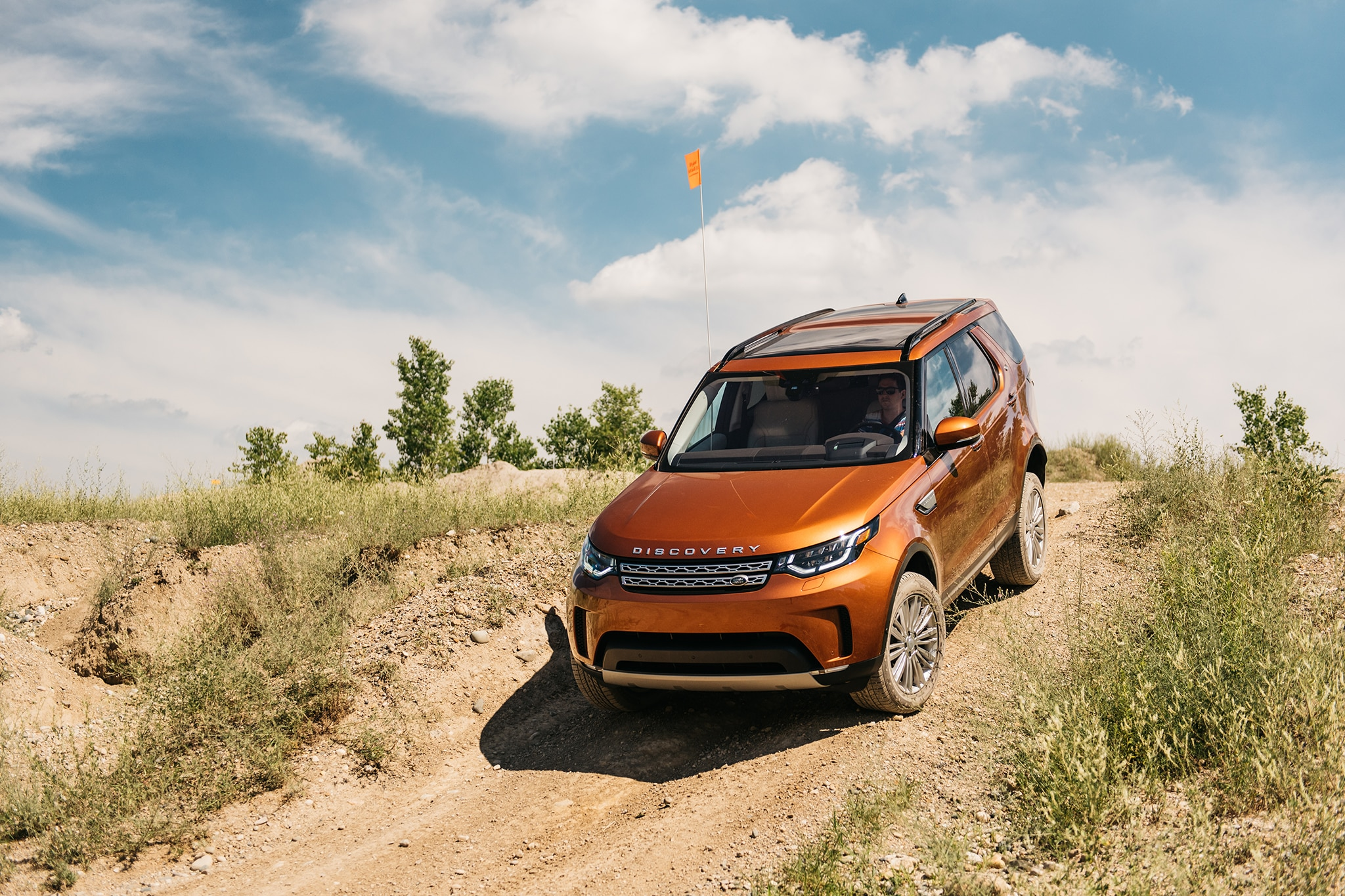 2017 Land Rover Discovery Td6 HSE Front Three Quarter 11