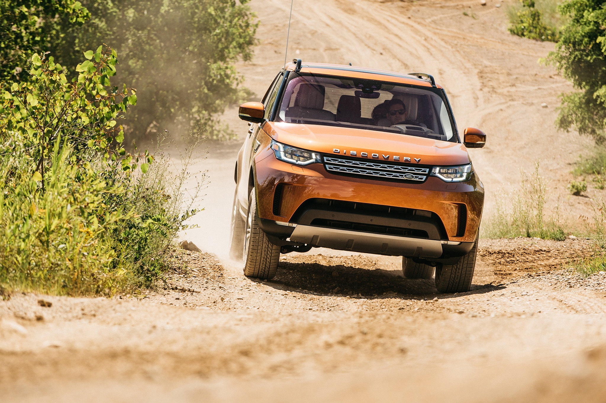 2017 Land Rover Discovery Td6 HSE Front View In Motion 09