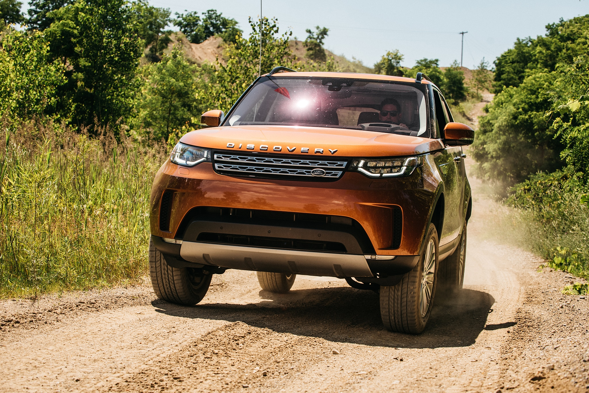 2017 Land Rover Discovery Td6 HSE Front View In Motion 10