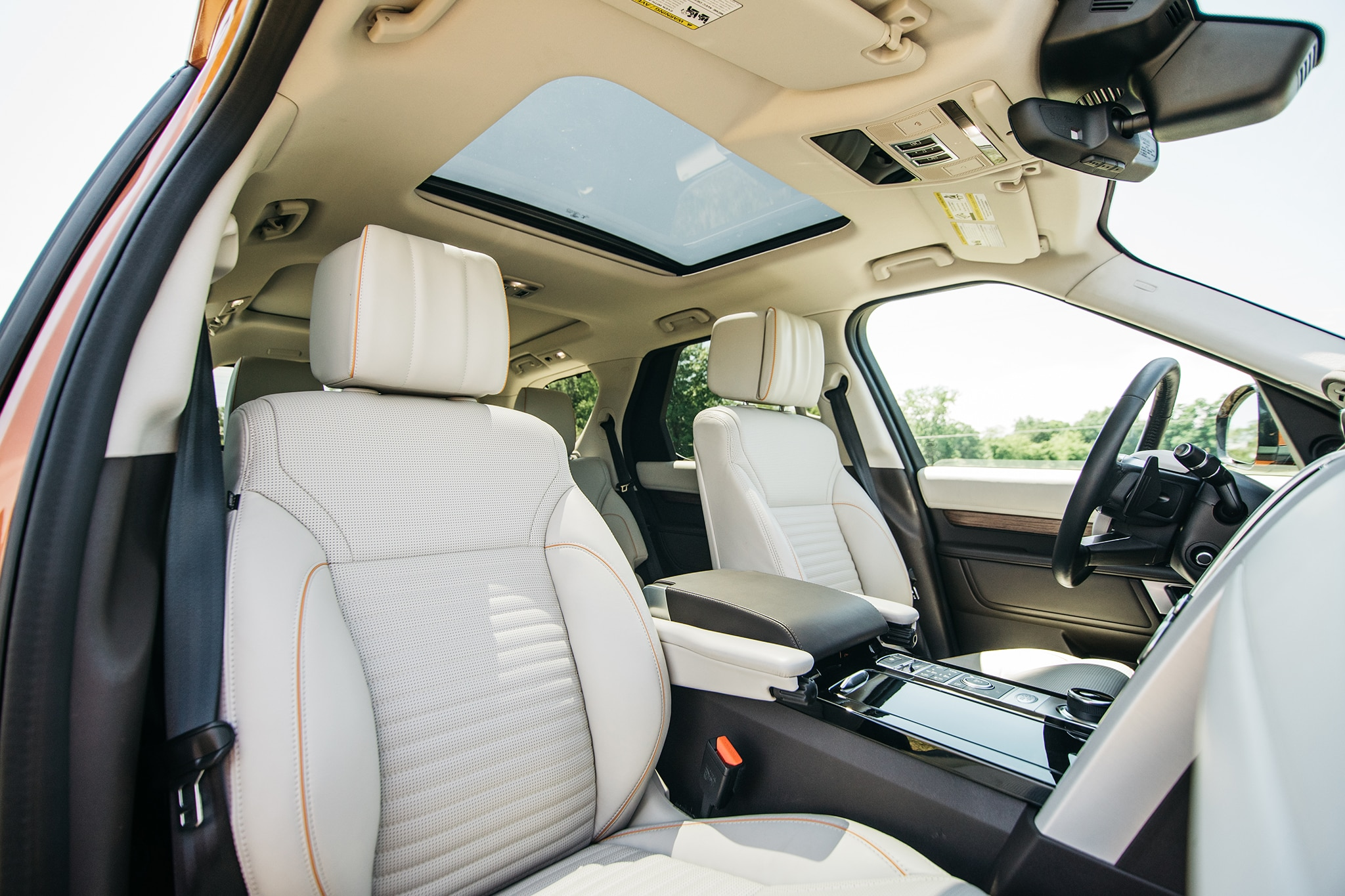 2017 Land Rover Discovery Td6 HSE Interior Overview 01