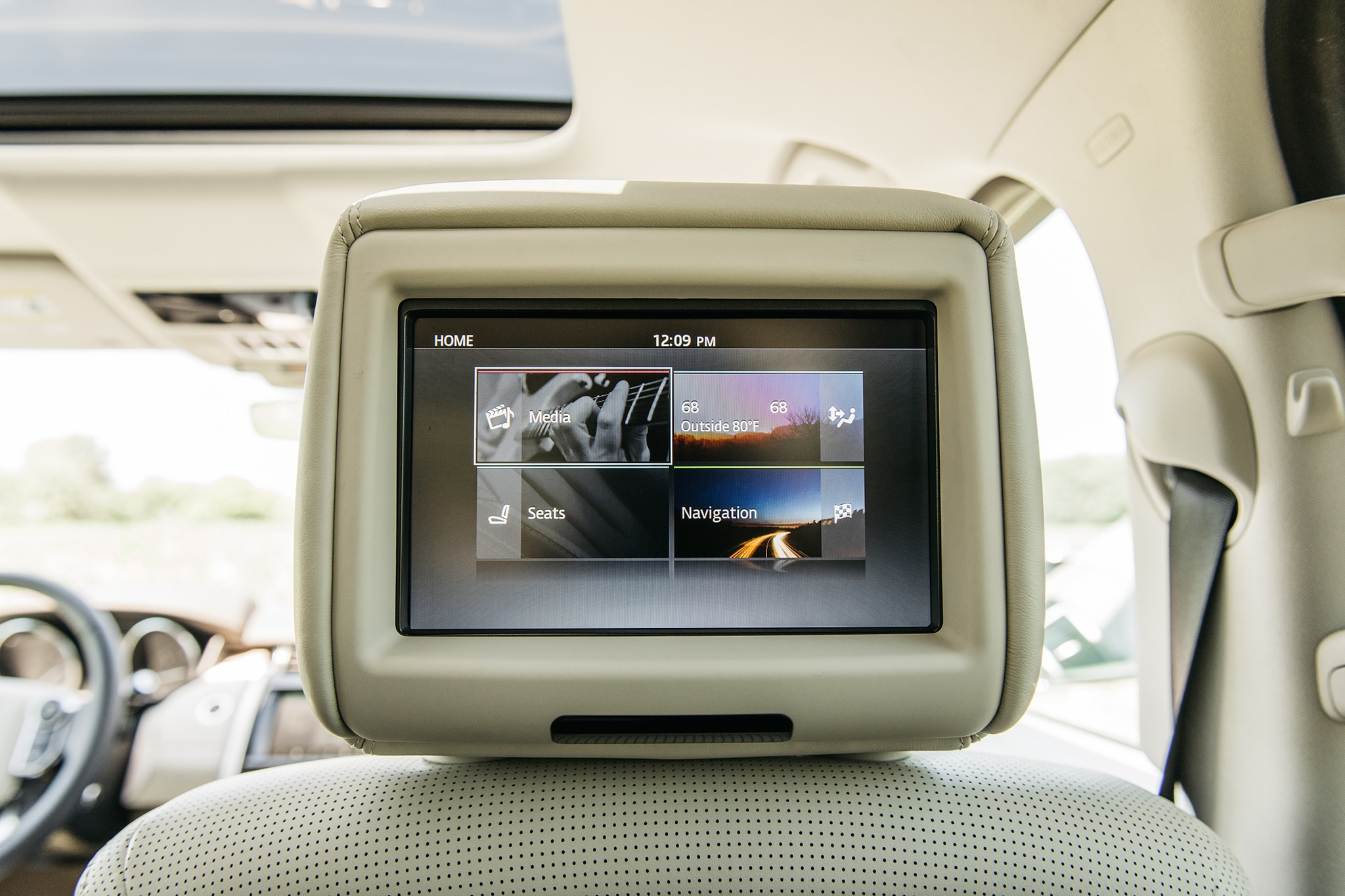 2017 Land Rover Discovery Td6 HSE Rear Entertainment