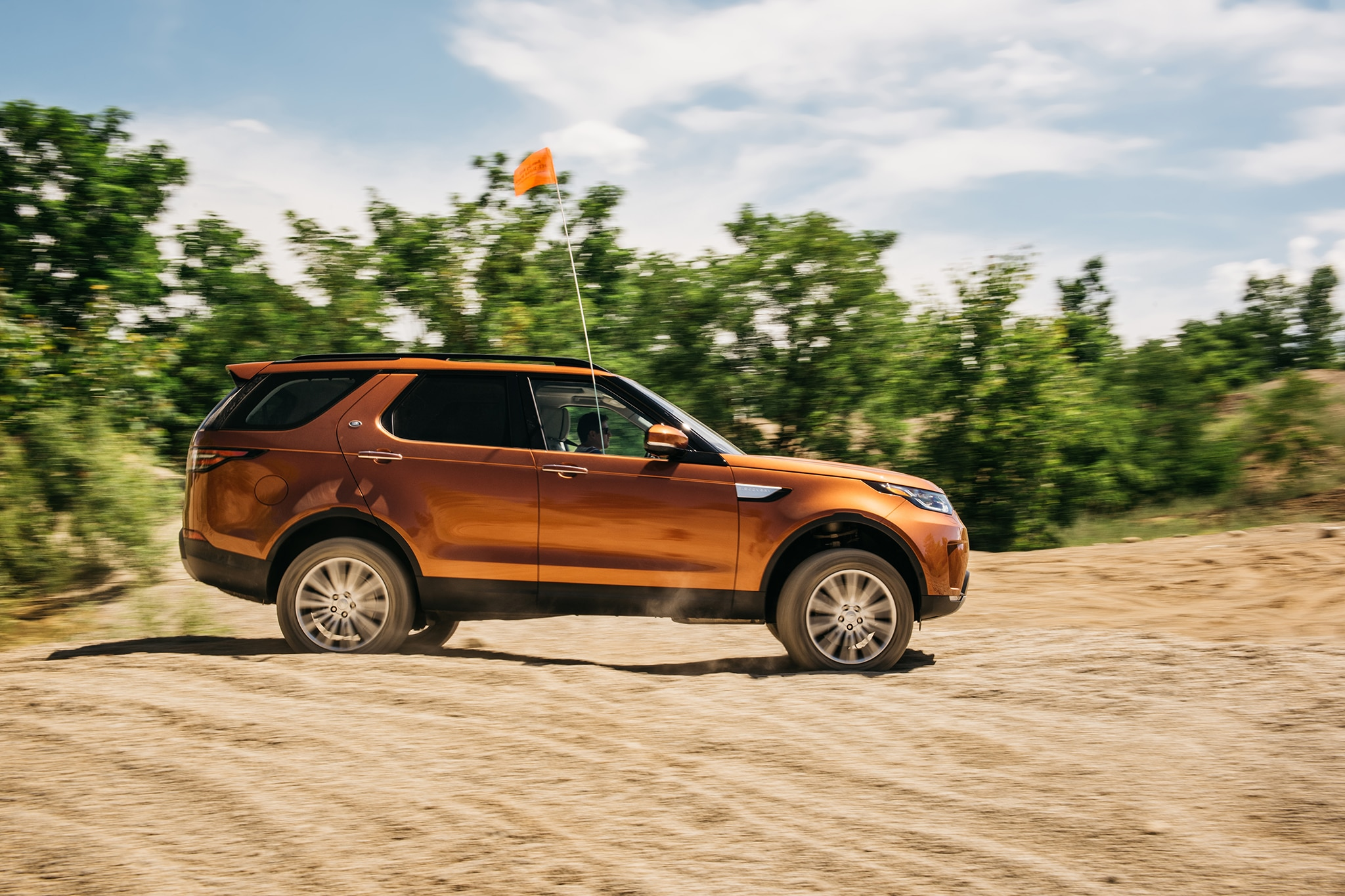 2017 Land Rover Discovery Td6 HSE Side Profile In Motion 05
