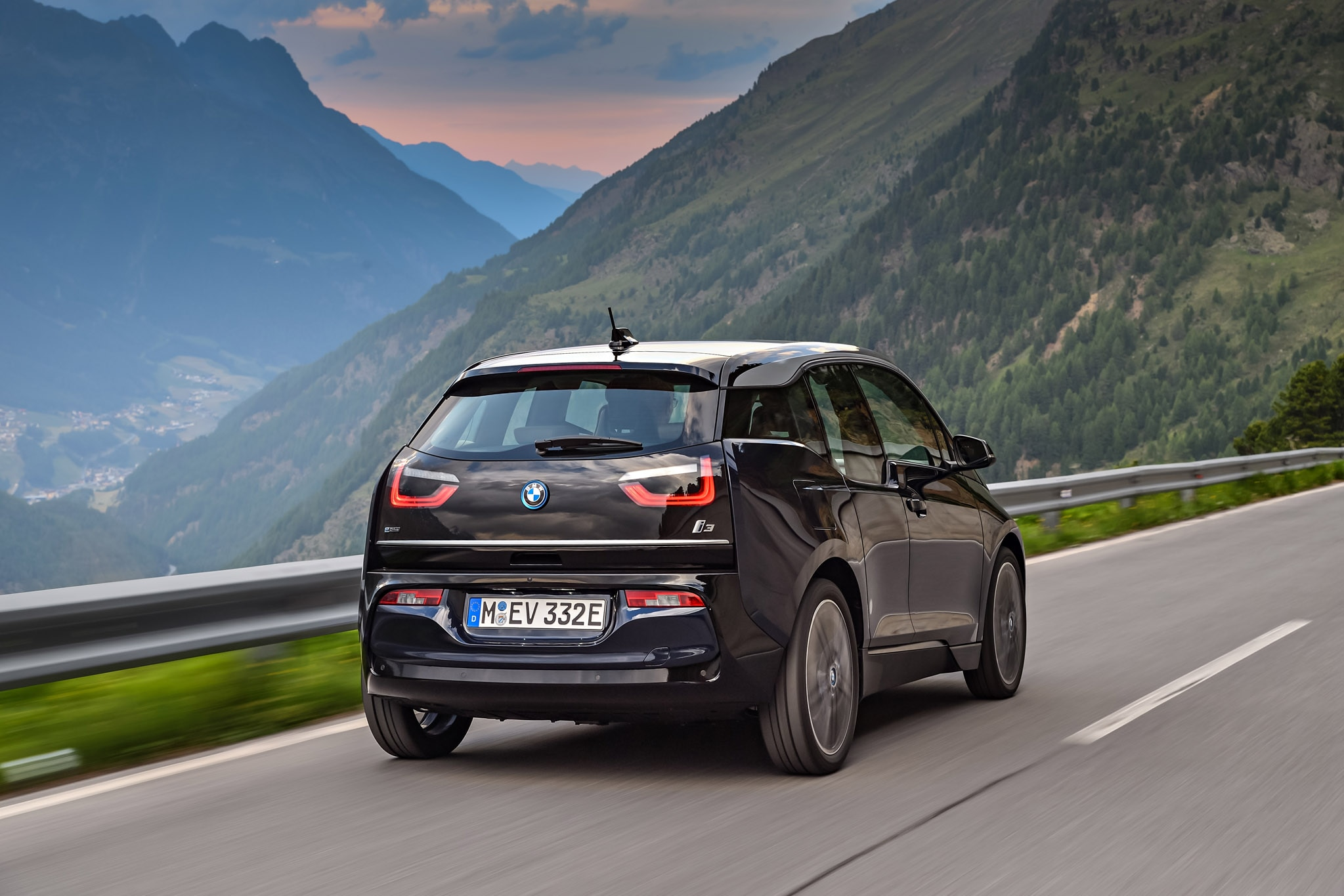 2018 BMW I3S Joins Updated Lineup