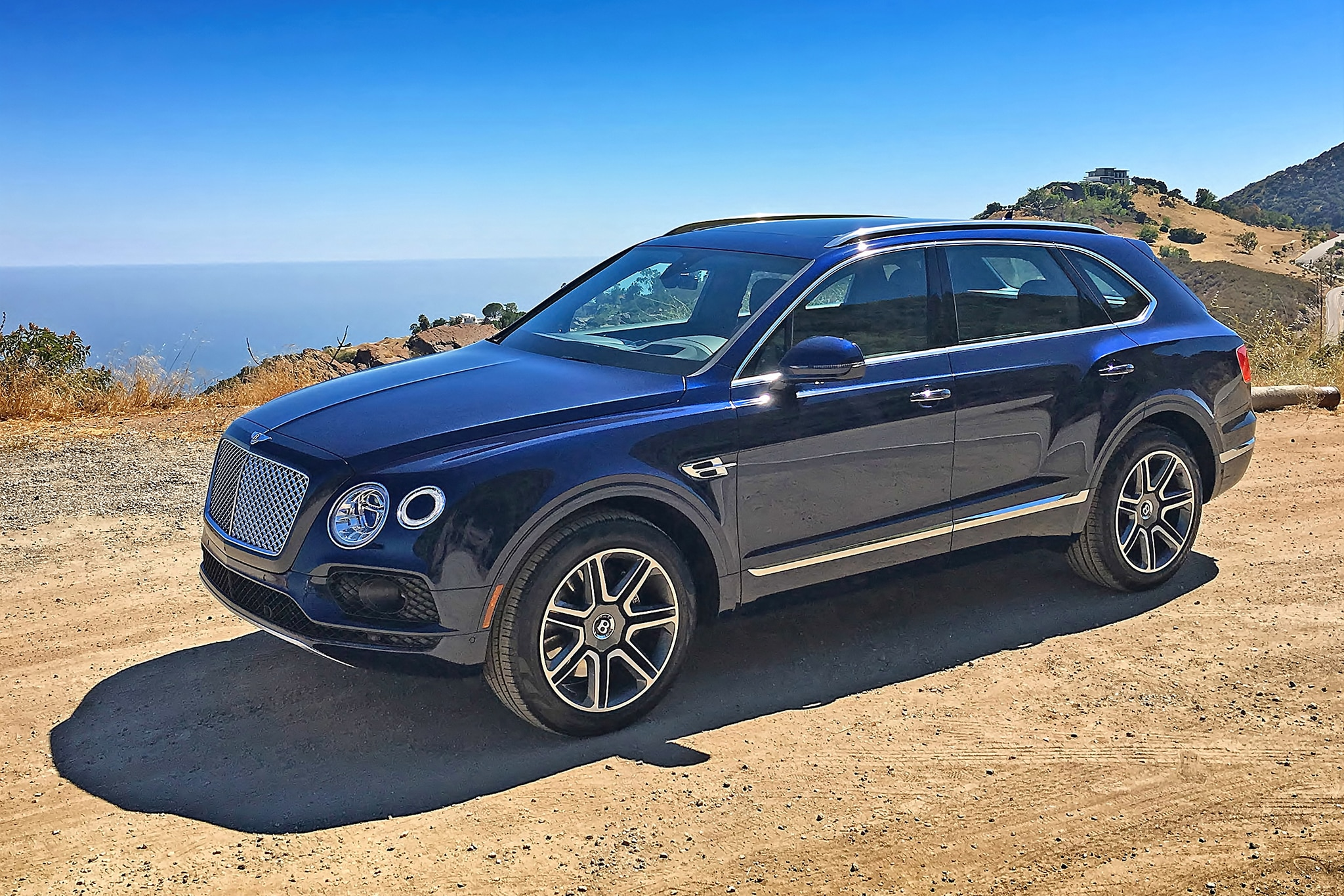2017 Bentley Bentayga Front Three Quarter 02